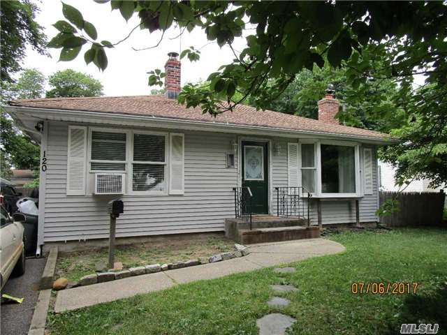 Photo of home for sale at 120 Irving Ave, Deer Park NY