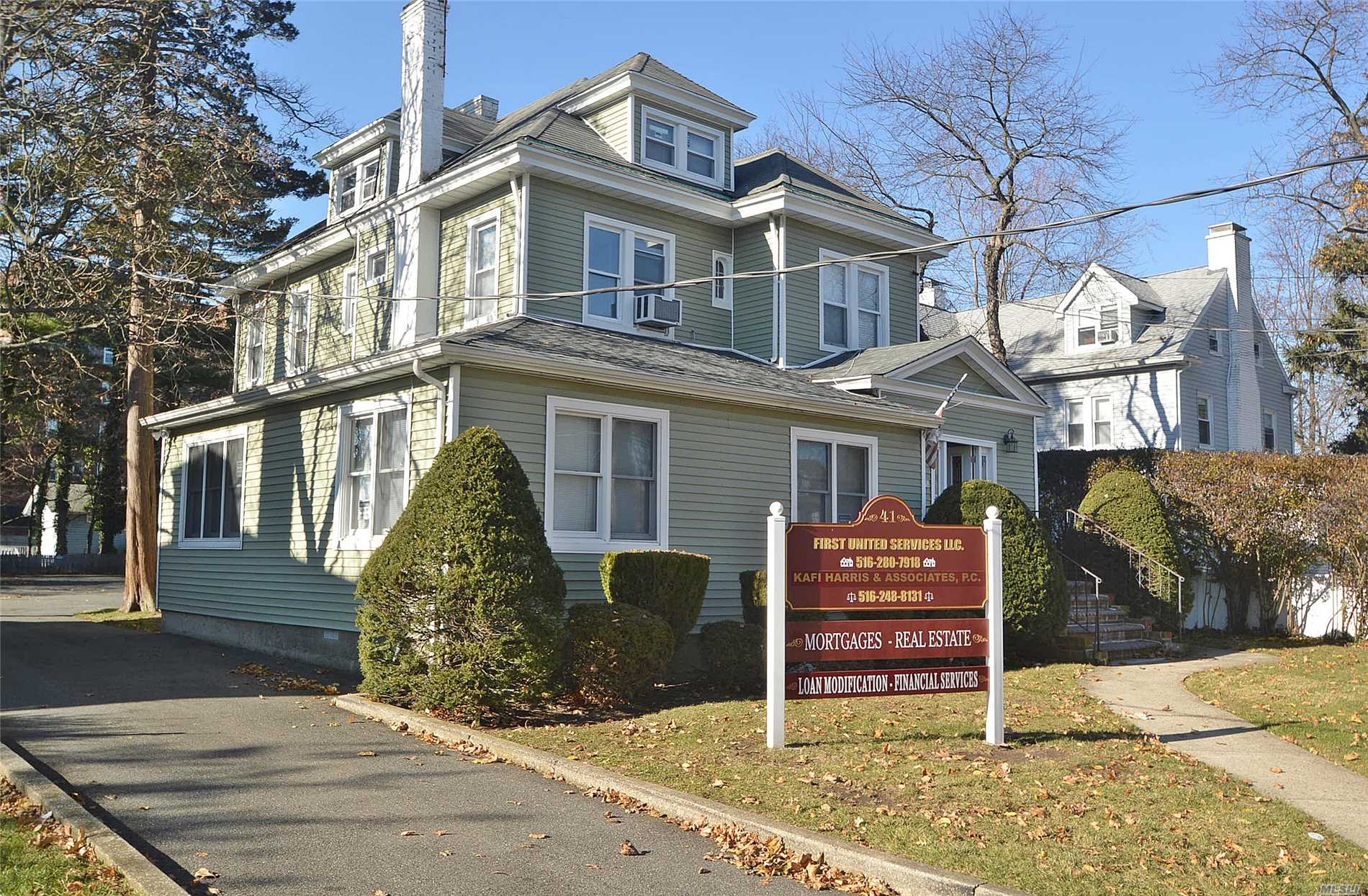 Photo of home for sale at 41 Hilton Ave, Hempstead NY