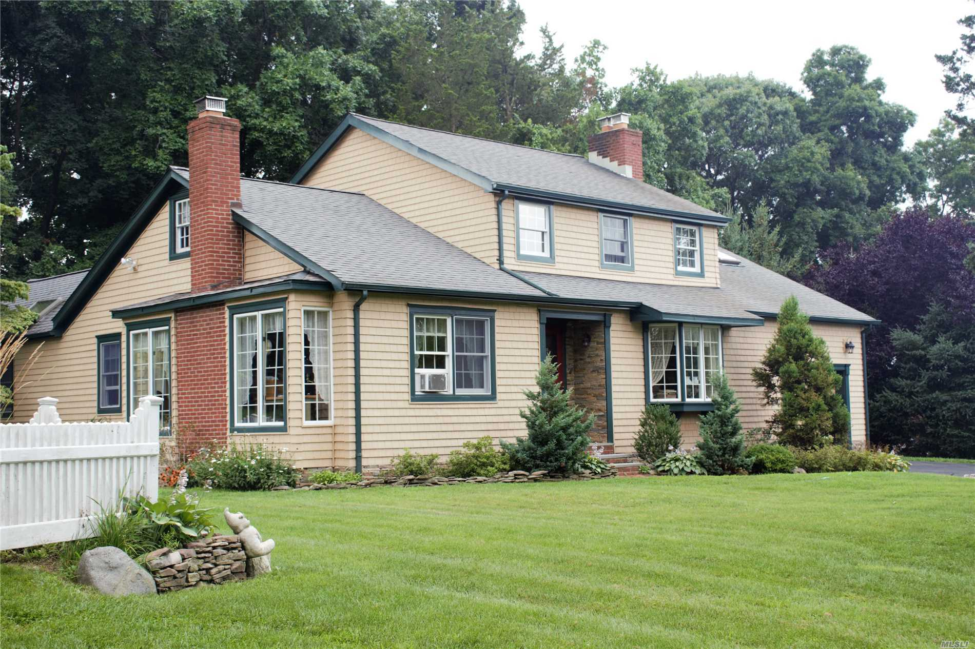 Photo of home for sale at 11 Wincrest Dr, Huntington NY