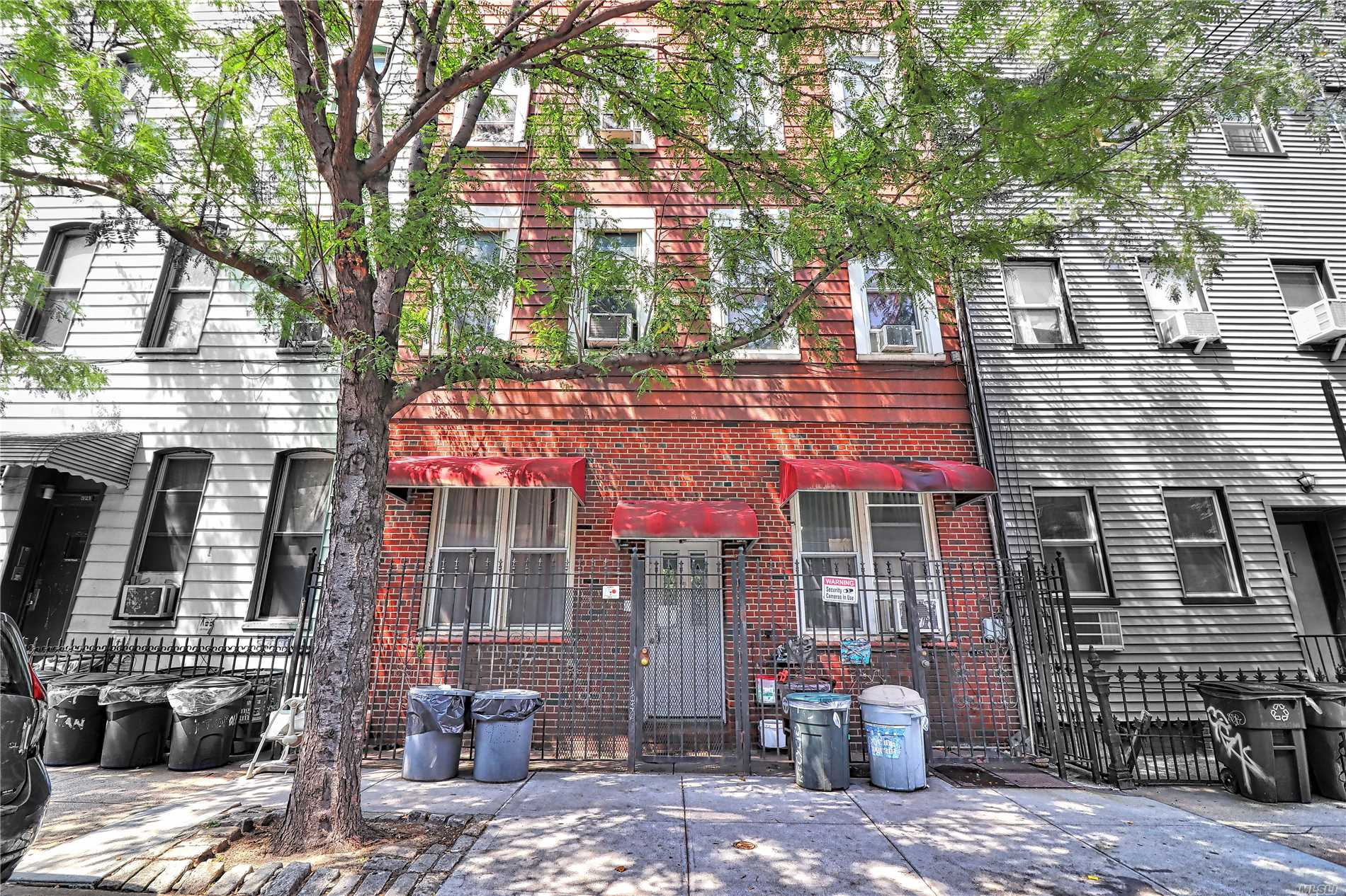 Photo of home for sale at 925 Metropolitan Ave, Brooklyn NY