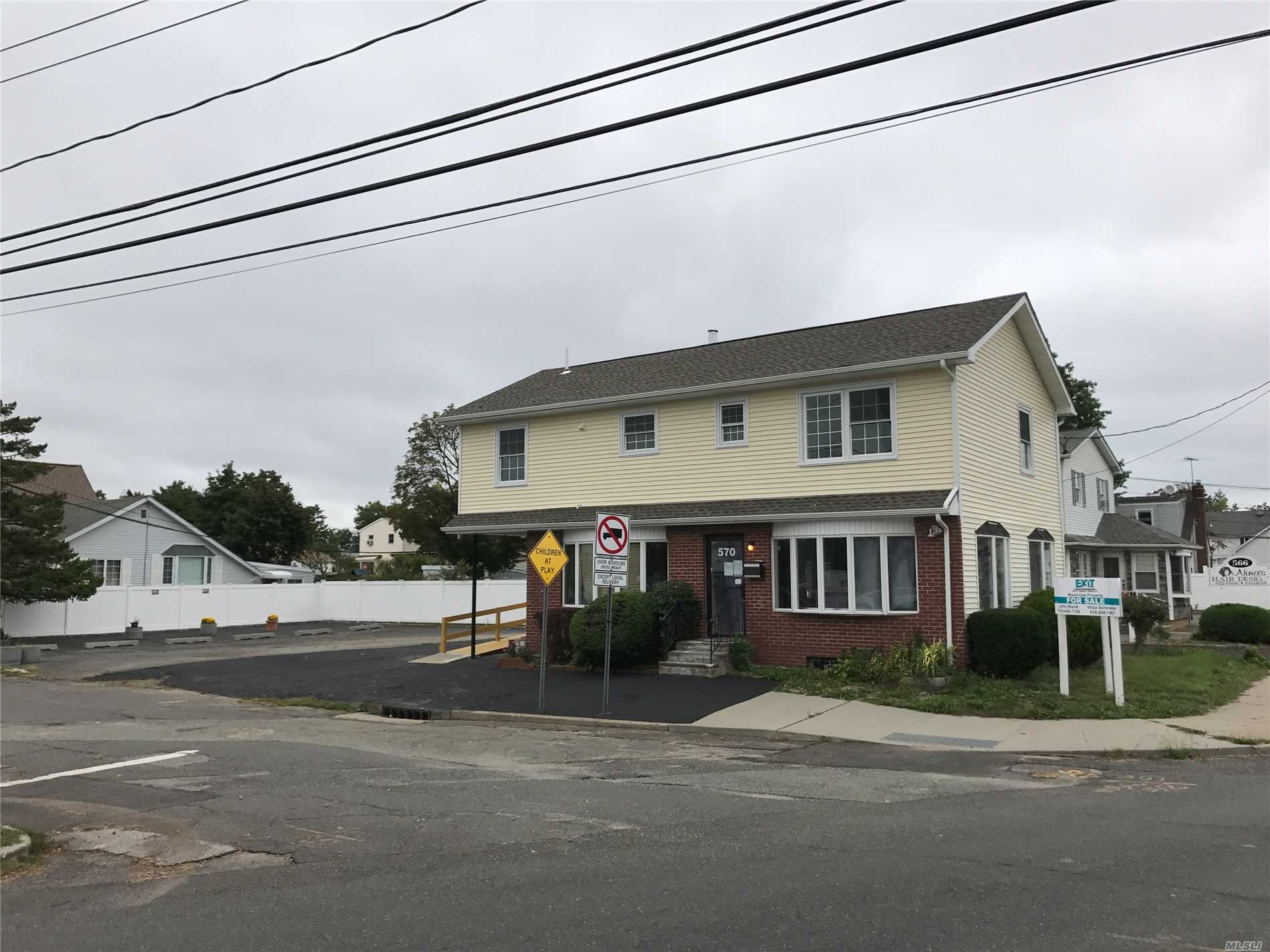 Photo of home for sale at 570 Central Ave, Bethpage NY