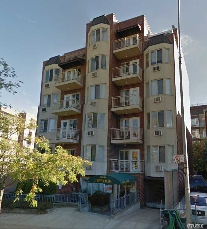 Photo of home for sale at 140-24 31st Dr, Flushing NY