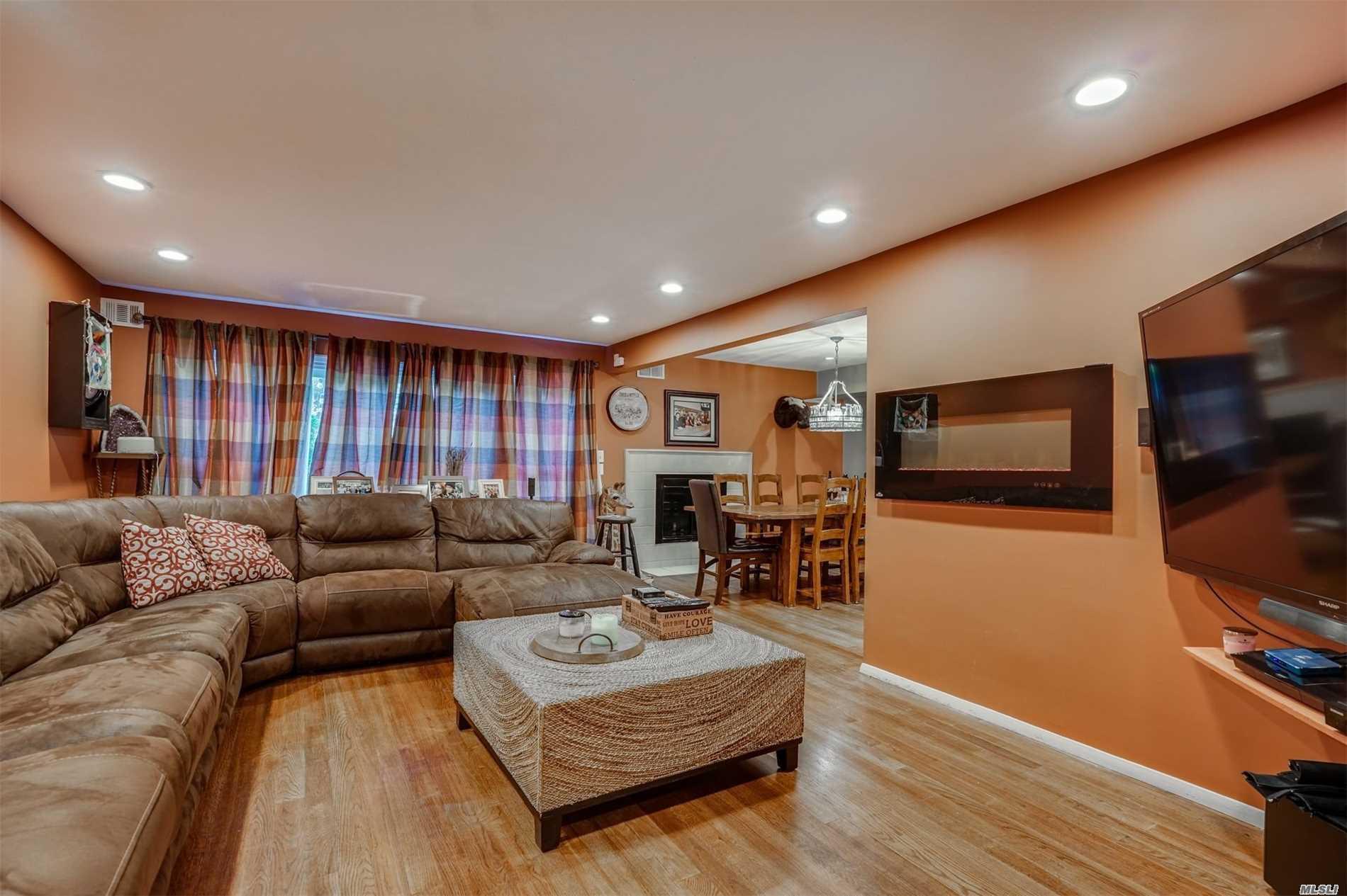 Property for sale at 31 Jennings Ln, Woodbury,  NY 11797