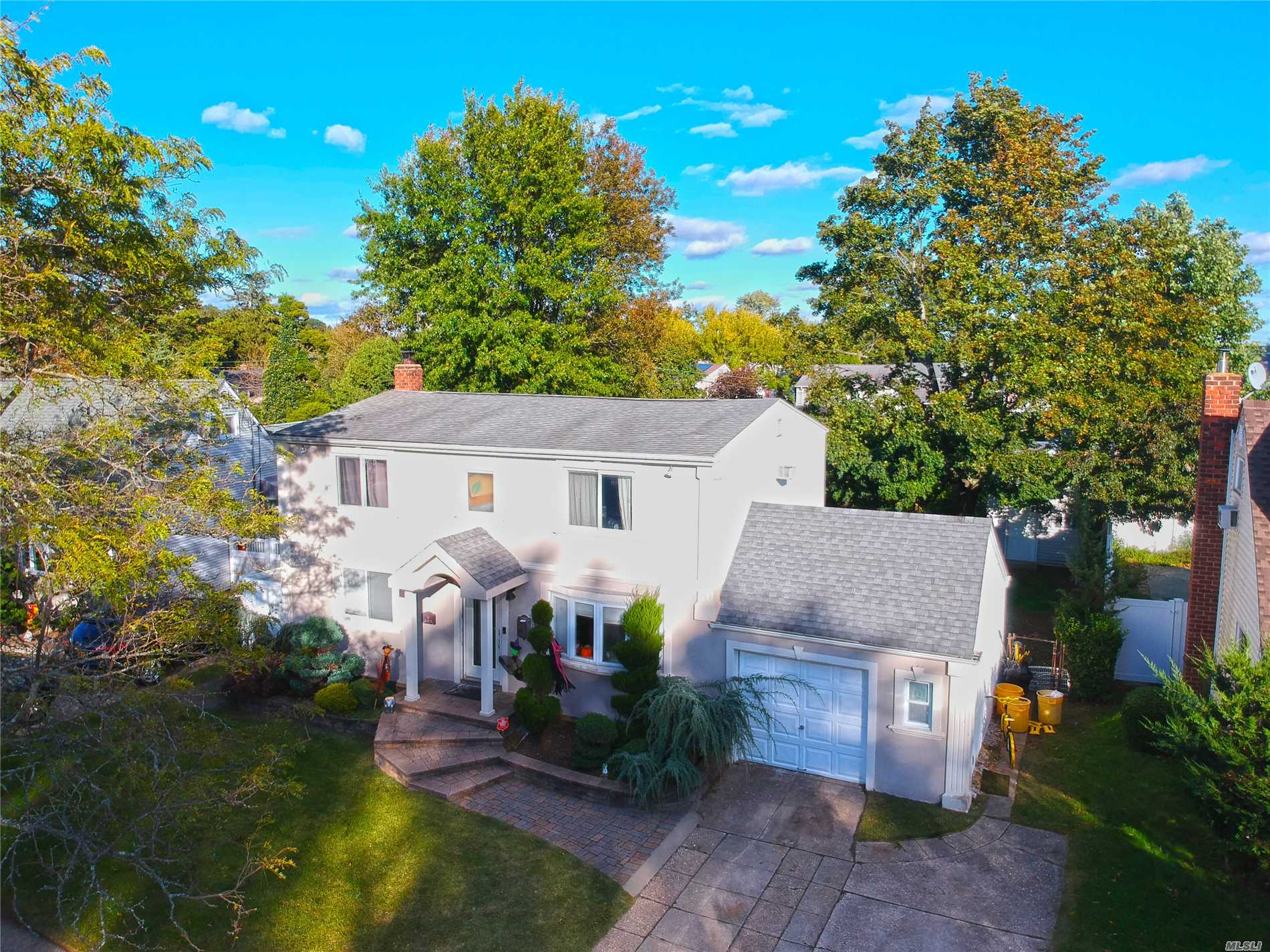 Photo of home for sale at 16 Marlon Ave, Bethpage NY