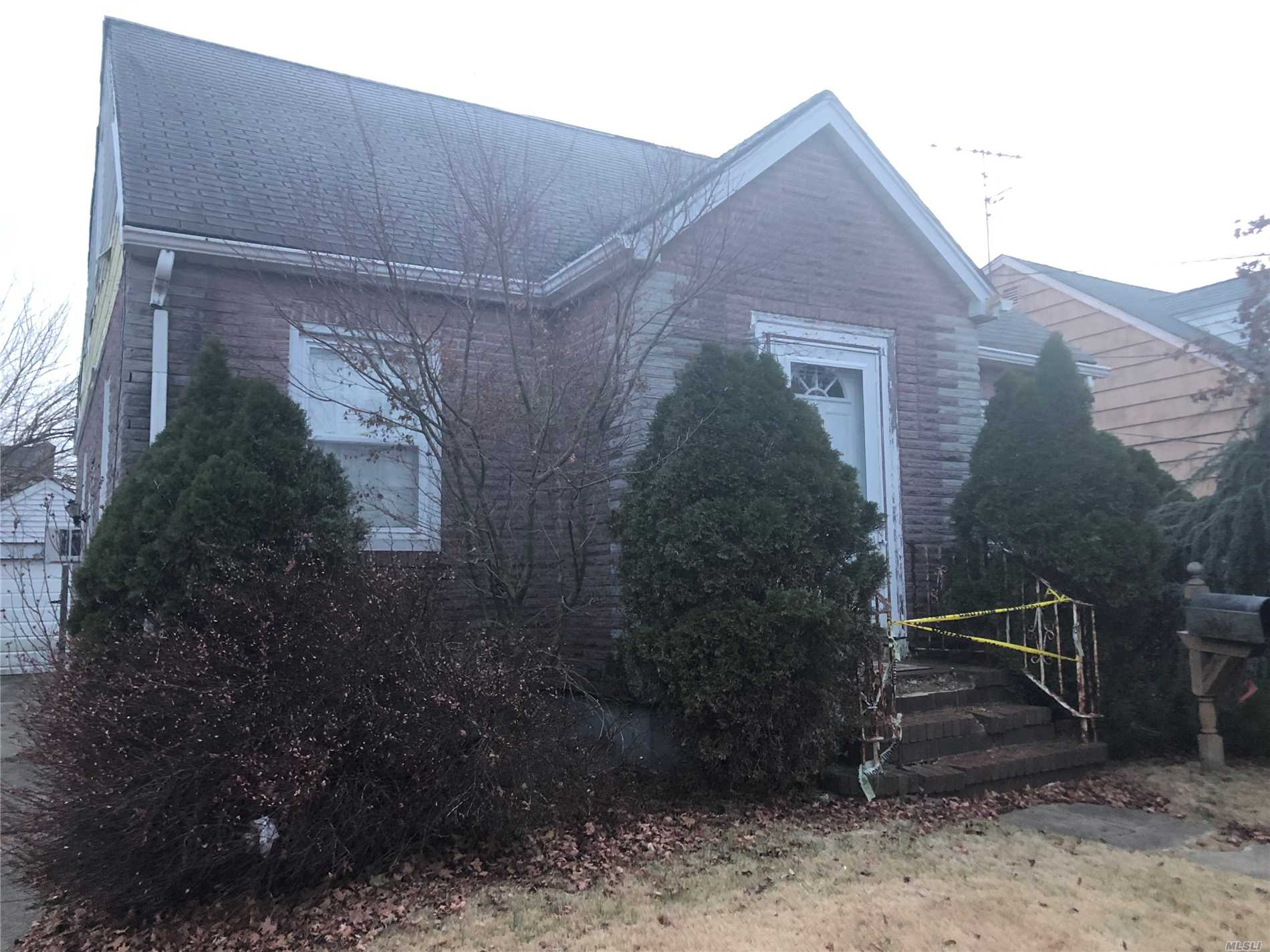 Photo of home for sale at 947 Adams Ave, Franklin Square NY