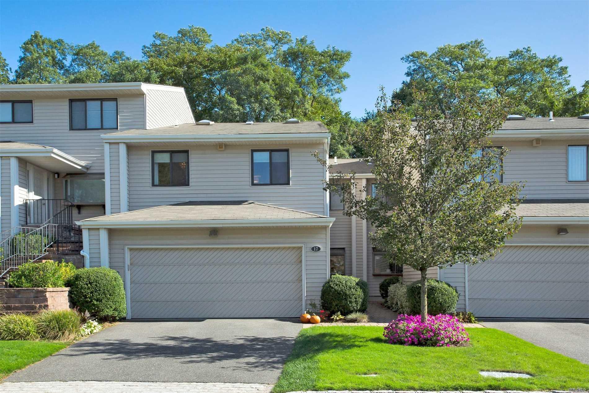 Property for sale at 17 Pheasant Ln, Woodbury,  NY 11797