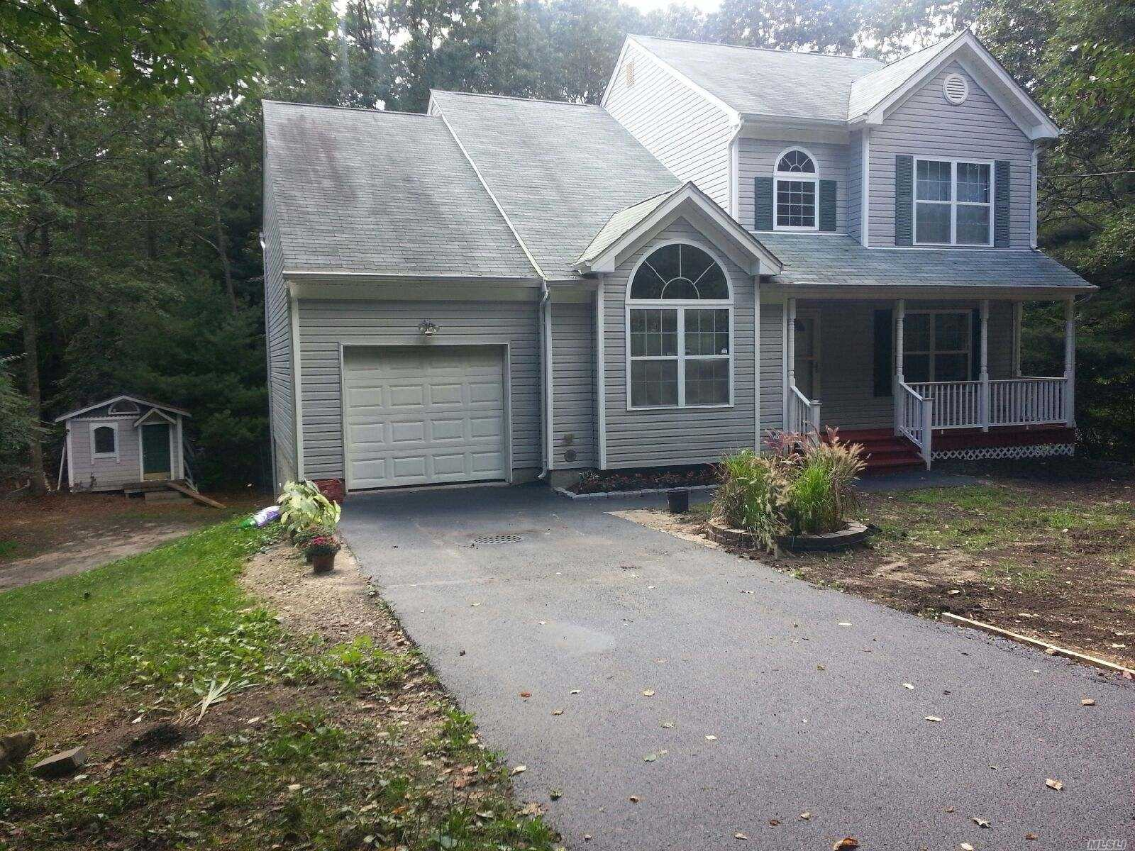 Photo of home for sale at 84 Gray Ave, Medford NY