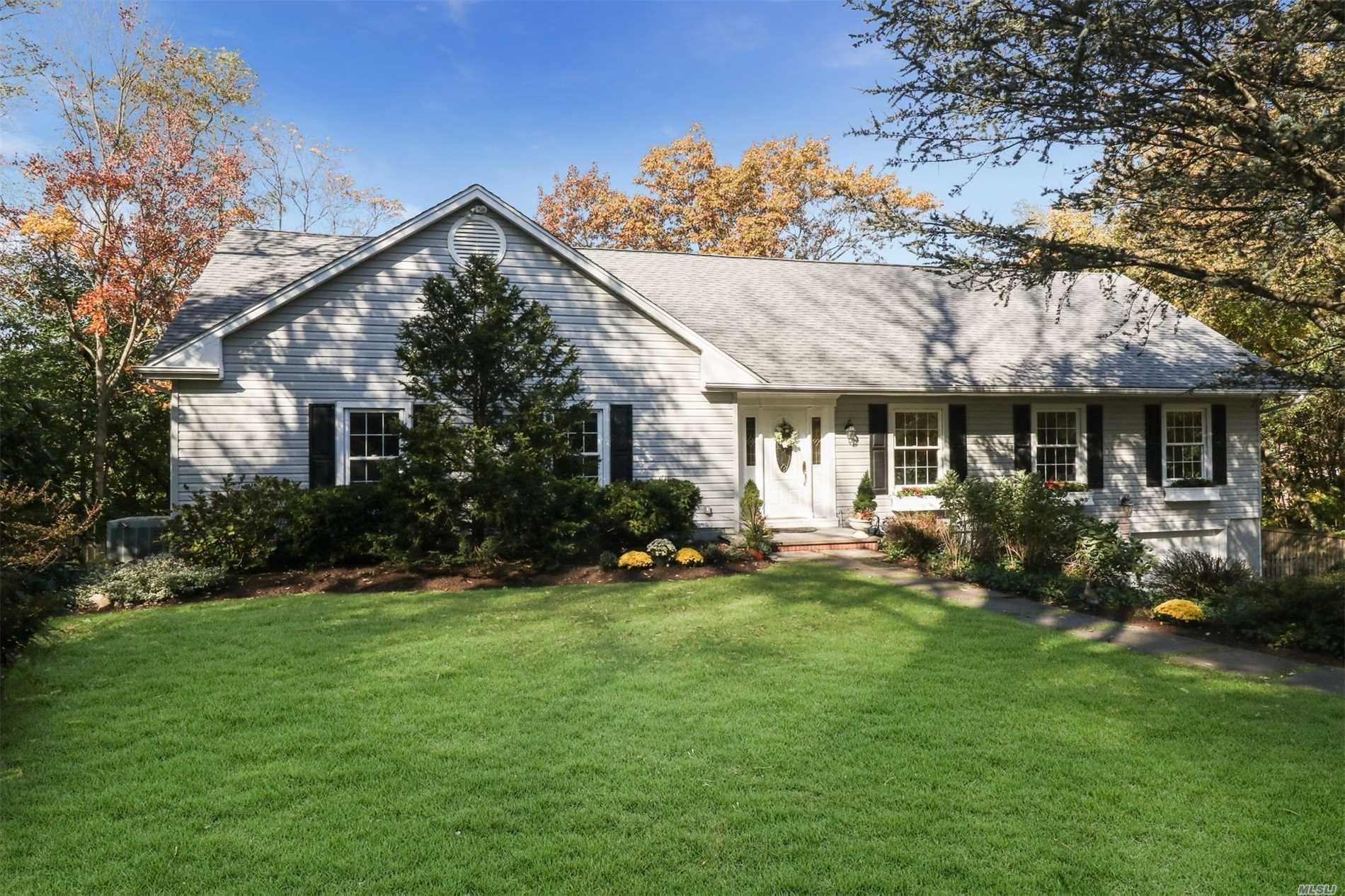 Photo of home for sale at 33 Pine Dr, Cold Spring Harbor NY