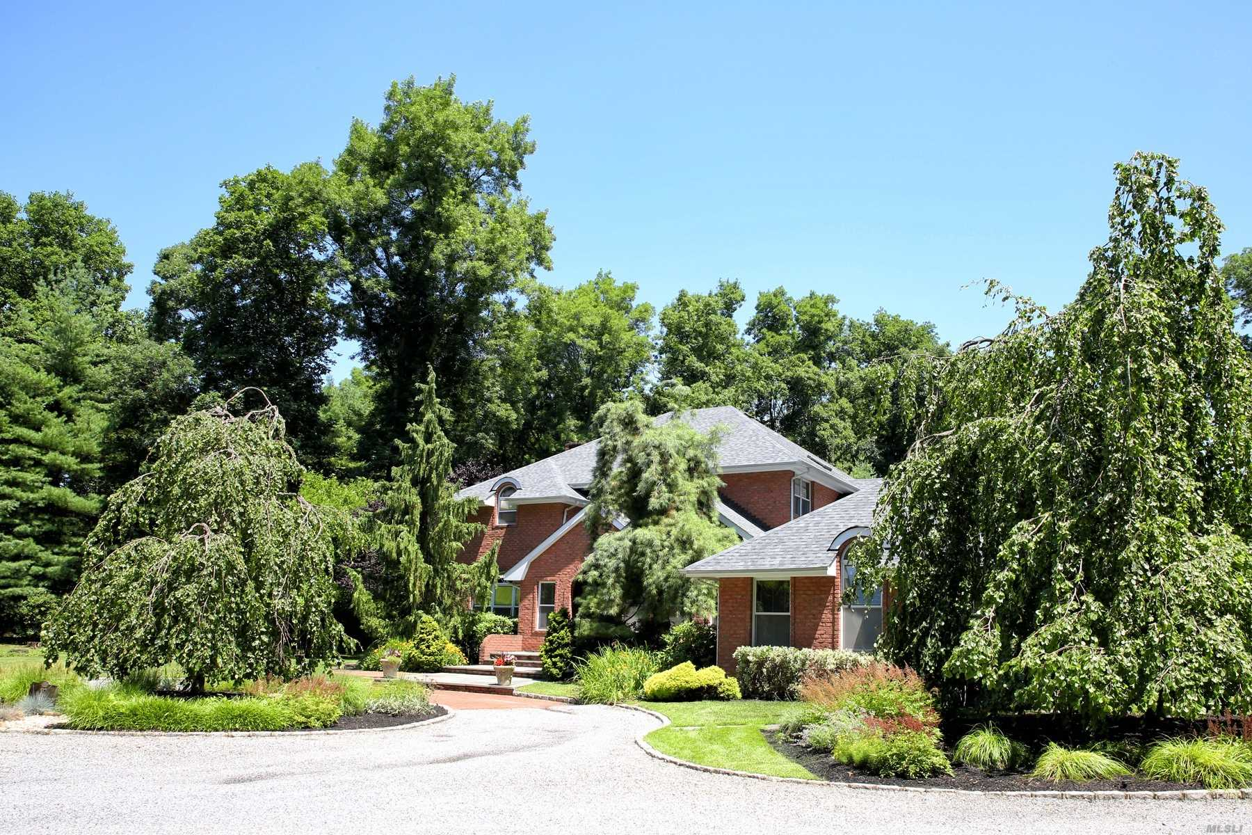 Photo of home for sale at 27 Wilderness Rd, Nissequogue NY
