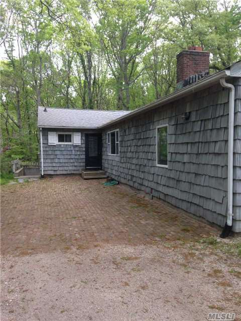 Photo of home for sale at 5 Cricket Hollow Rd, Setauket NY