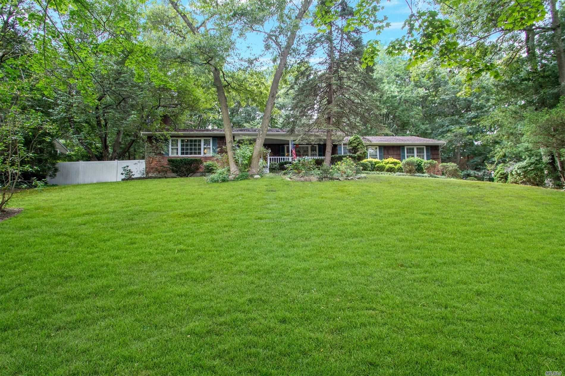 Photo of home for sale at 186 Lower Sheep Past Rd, Setauket NY