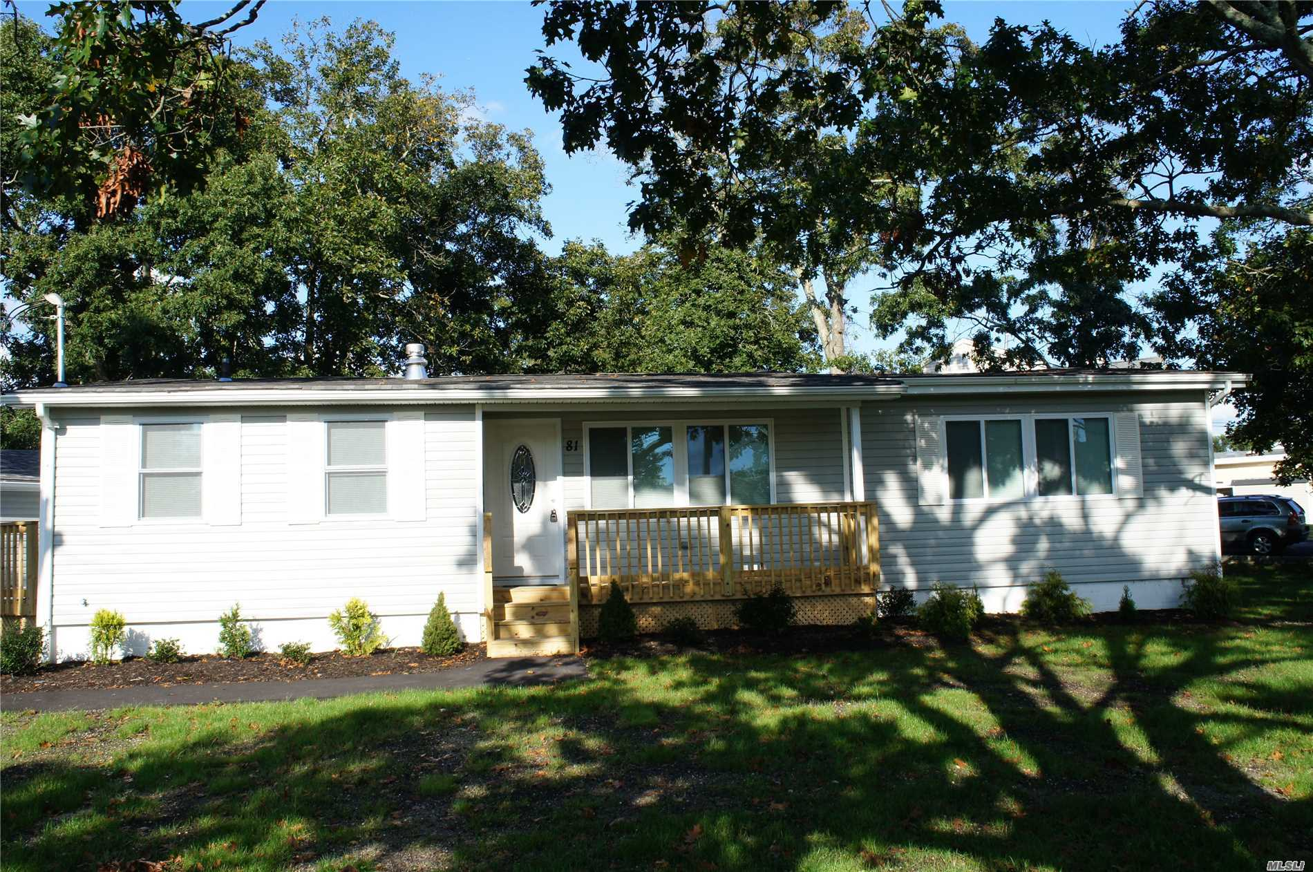 Photo of home for sale at 81 Pinetree Dr, Shirley NY