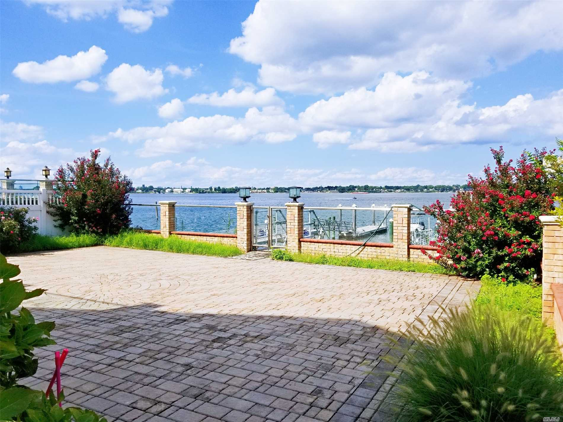 Photo of home for sale at 150-81 Powells Cove Blvd, Whitestone NY