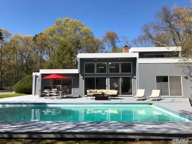 Photo of home for sale at 14 Woodland Ln, Quogue NY