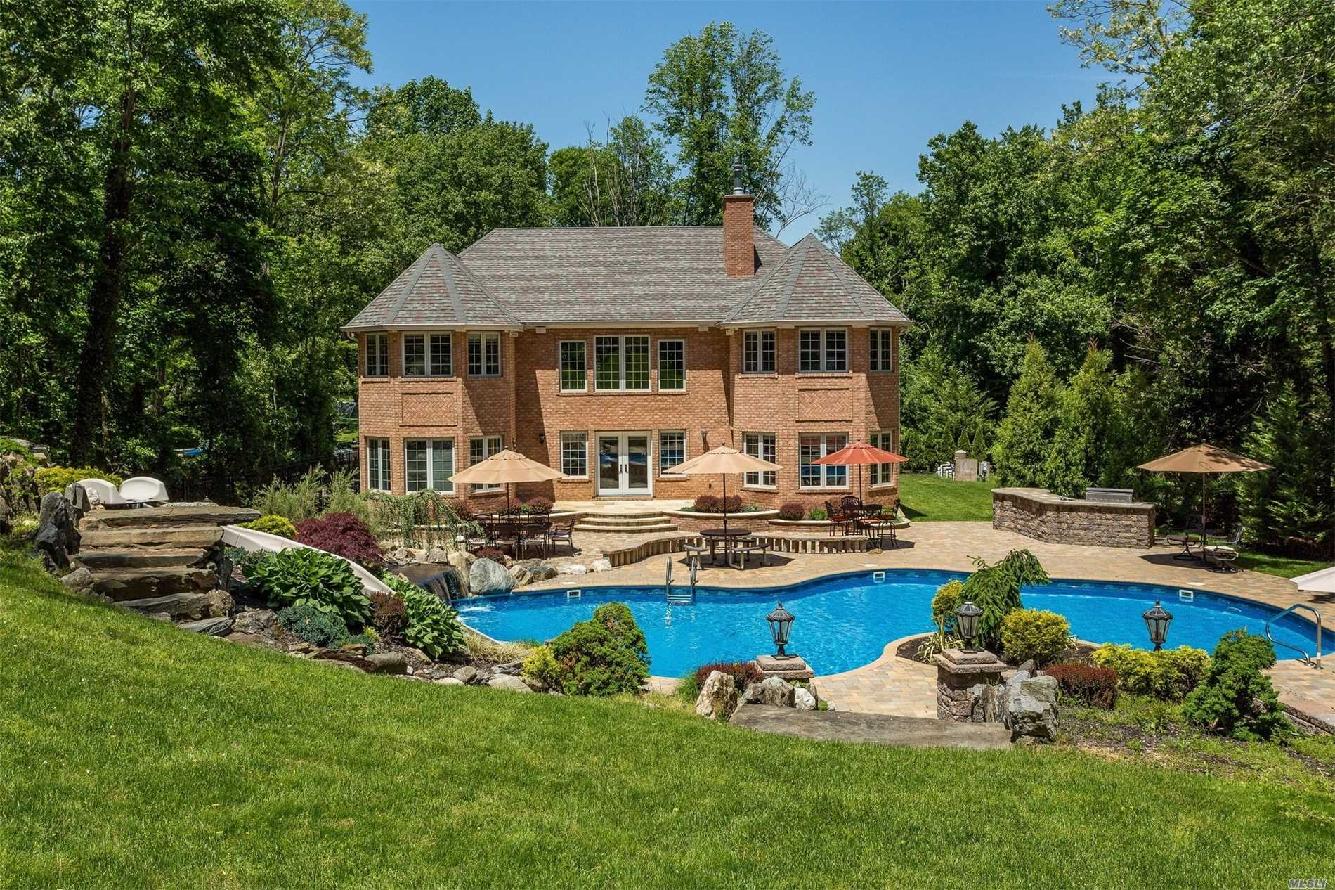 Photo of home for sale at 24 Kendrick Ln, Dix Hills NY
