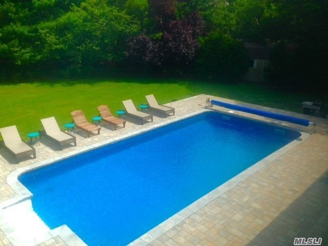 Photo of home for sale at 4 Blueberry Ln, Quogue NY