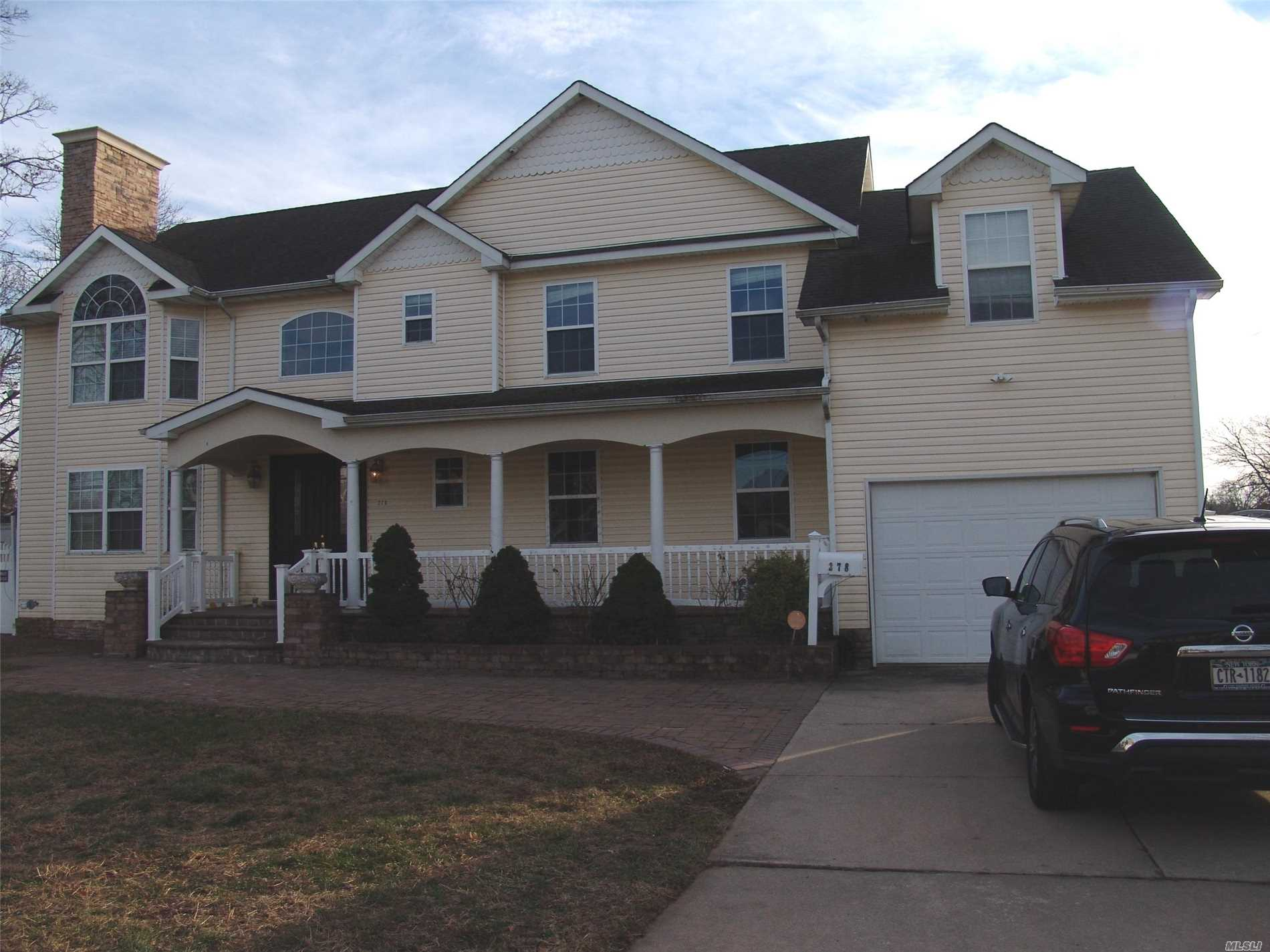 Photo of home for sale at 278 Liberty St, Deer Park NY
