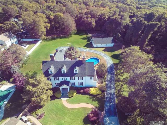 Photo of home for sale at 15 Abbey Creek Ct, East Islip NY