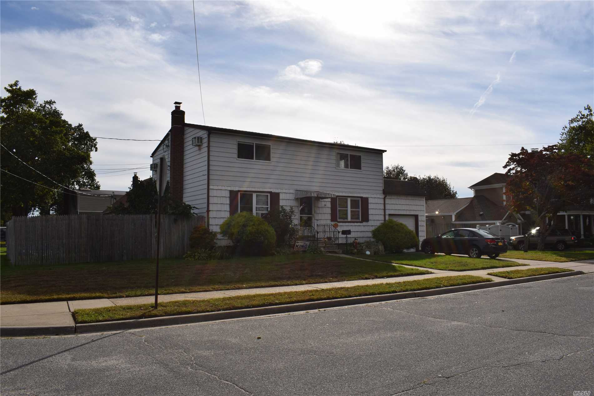Photo of home for sale at 276 Linden St N, Massapequa NY