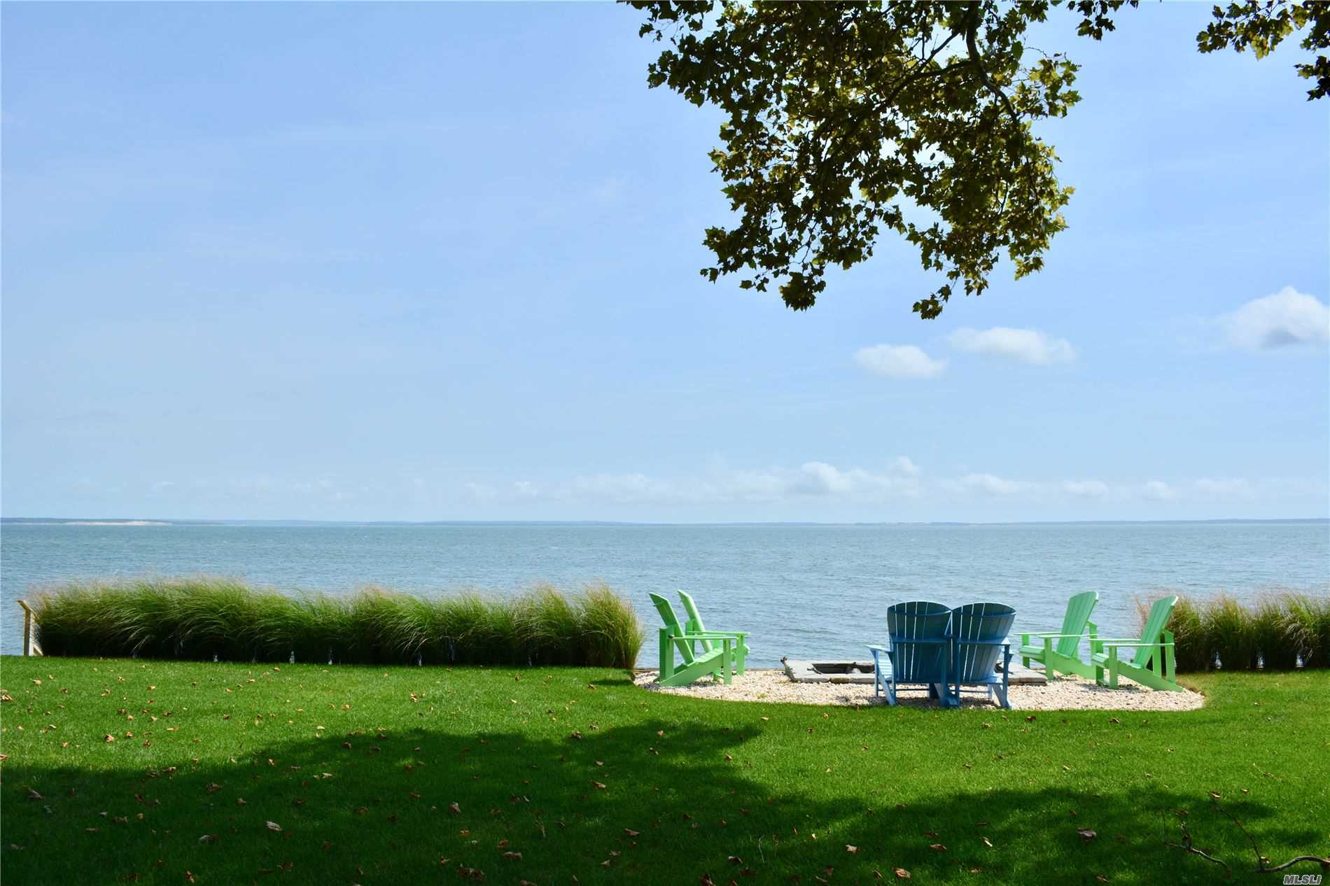 Photo of home for sale at 2826 Peconic Bay Blvd, Laurel NY
