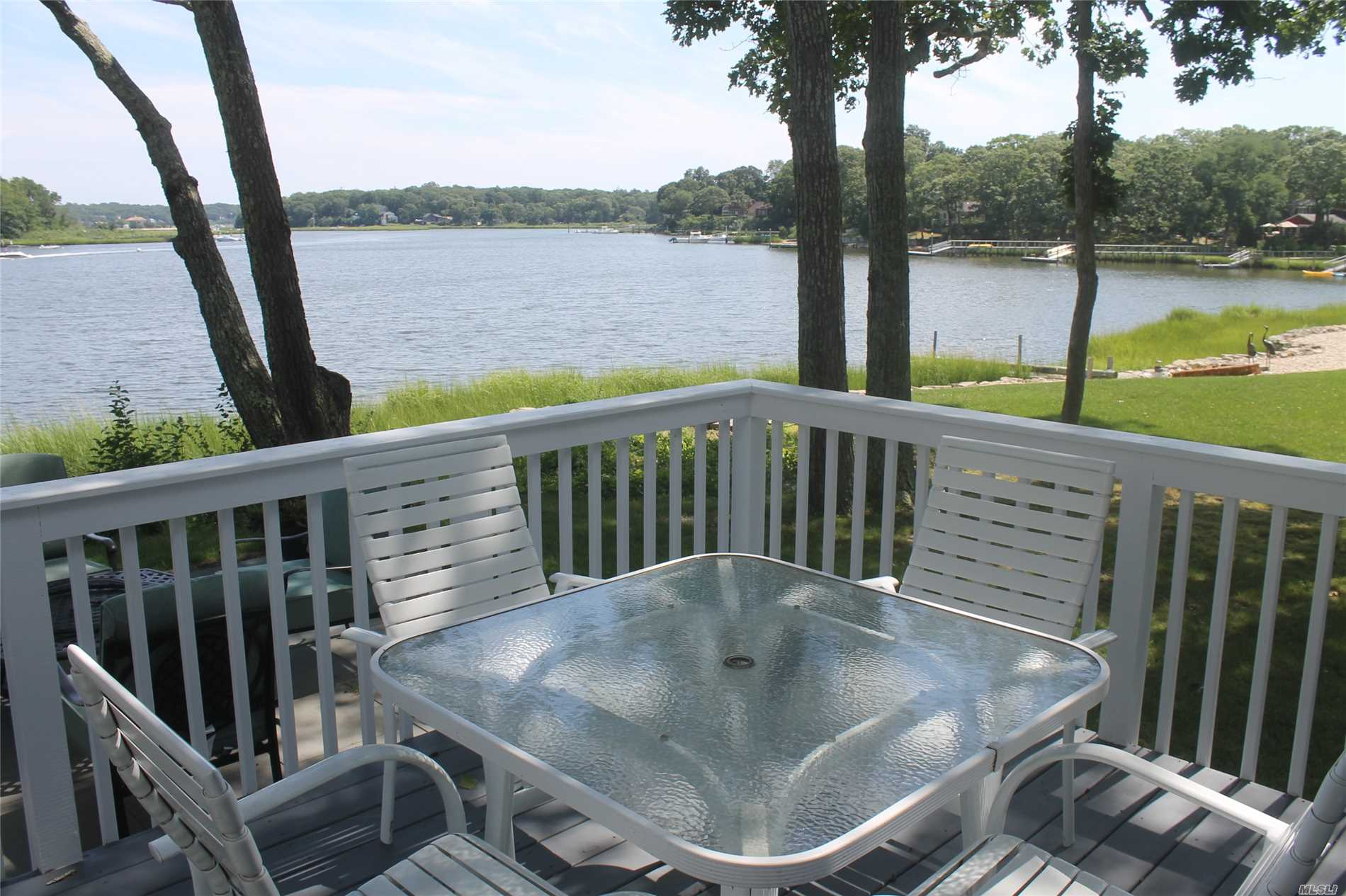 Photo of home for sale at 130 Oak St, Cutchogue NY
