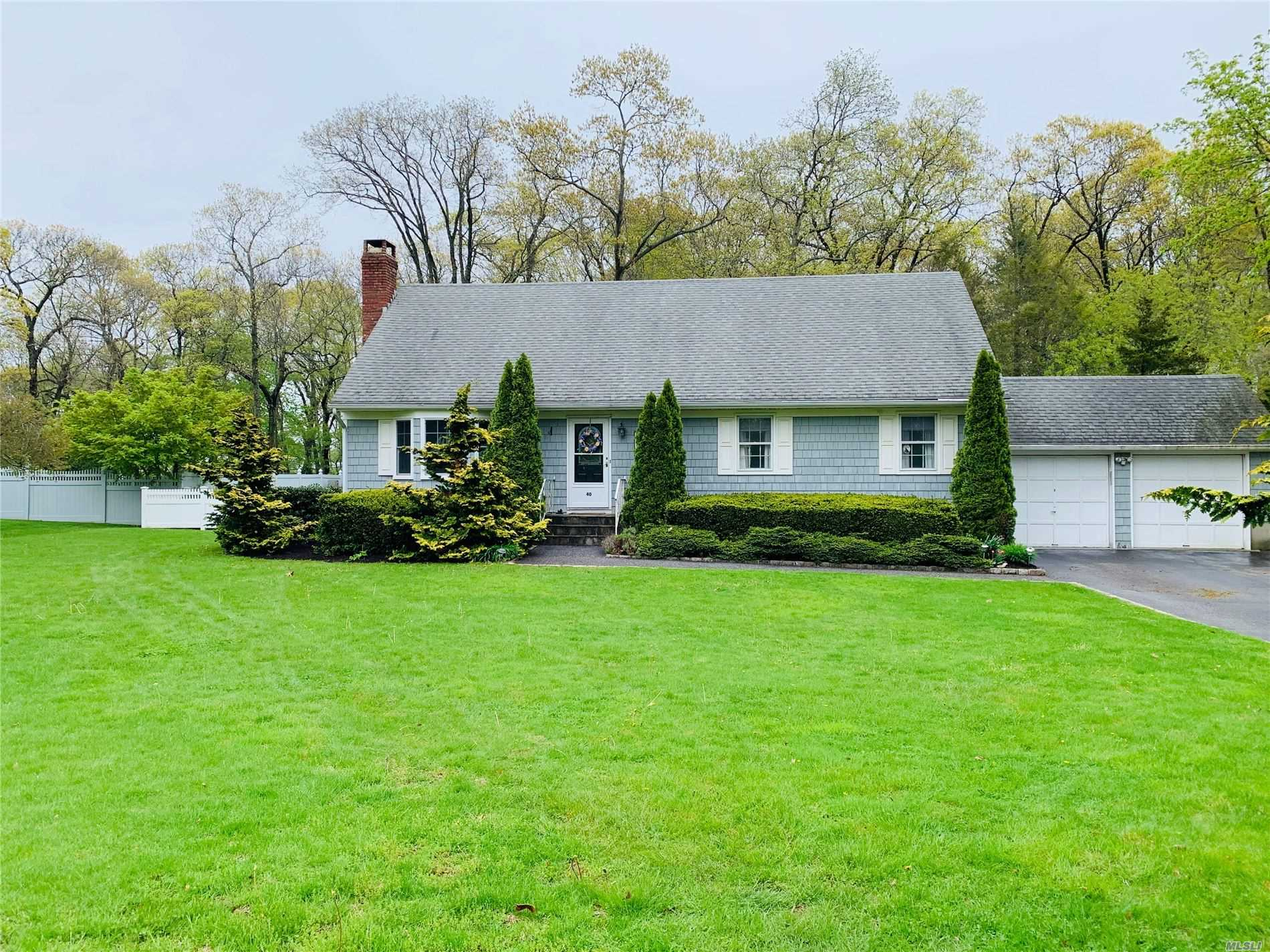40 Colonial Dr Aquebogue NY 11931