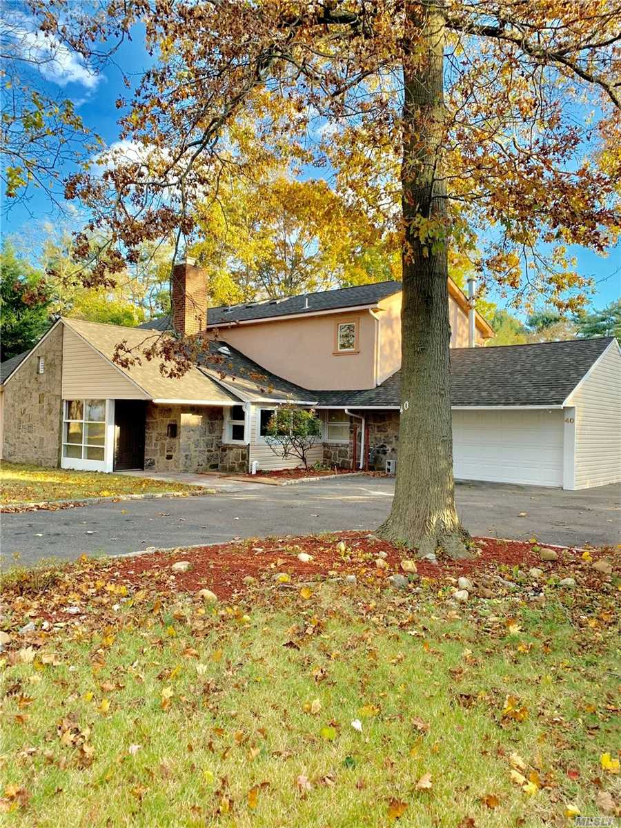 40 Carriage Ln Roslyn Heights NY 11577