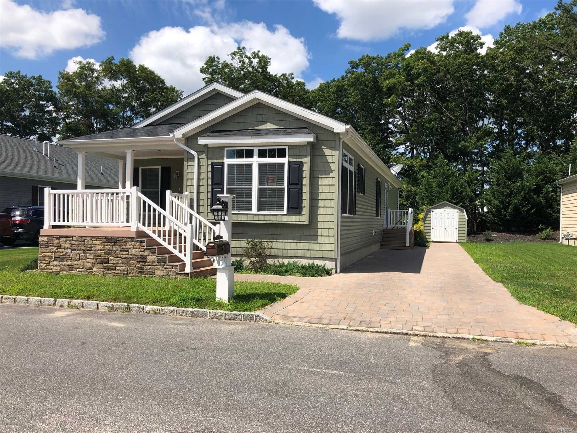 Property for sale at 1661 Old Country Rd, Riverhead,  NY 11901