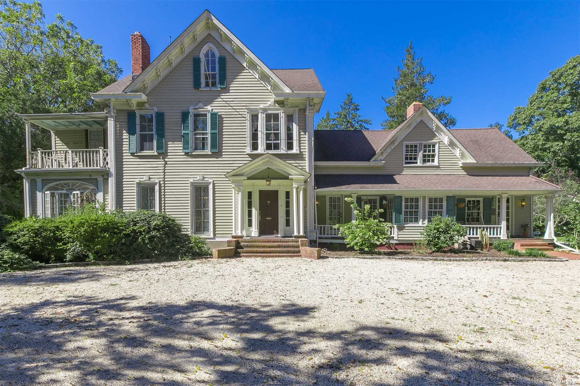 Photo of home for sale at 5 Three Sisters Rd, Head Of Harbor NY