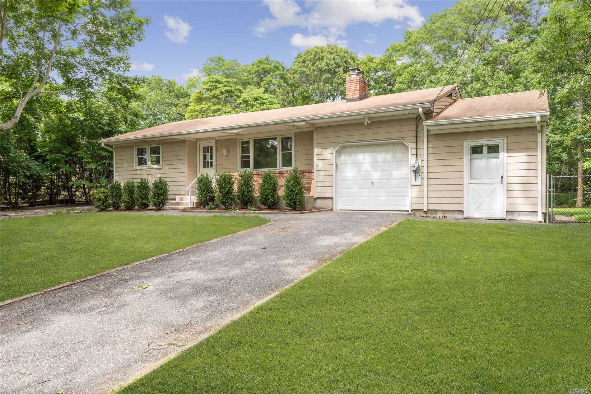 Photo of home for sale at 7 Columbine Ave, Hampton Bays NY