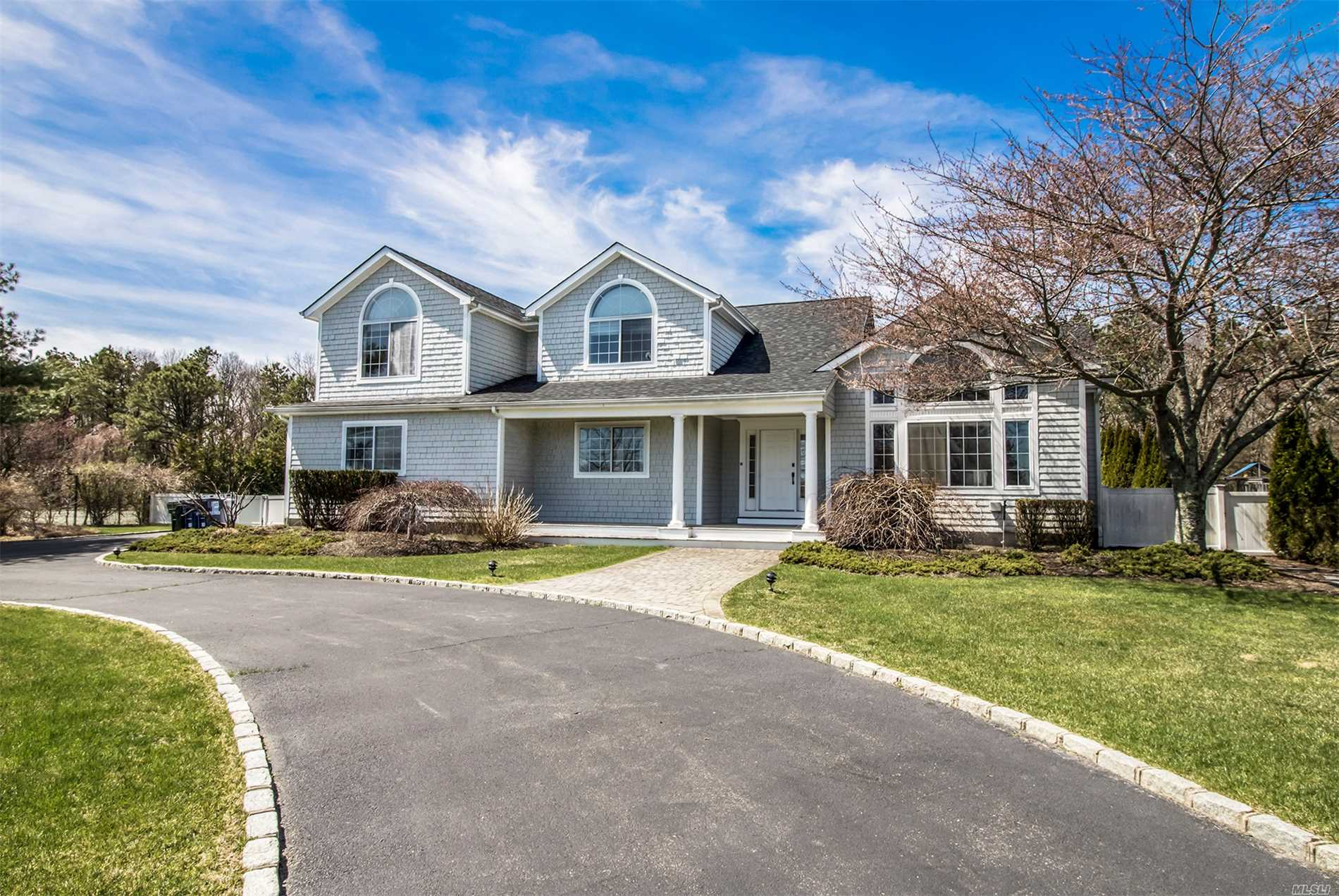 Photo of home for sale at 10 Polo Grounds Ln, East Quogue NY