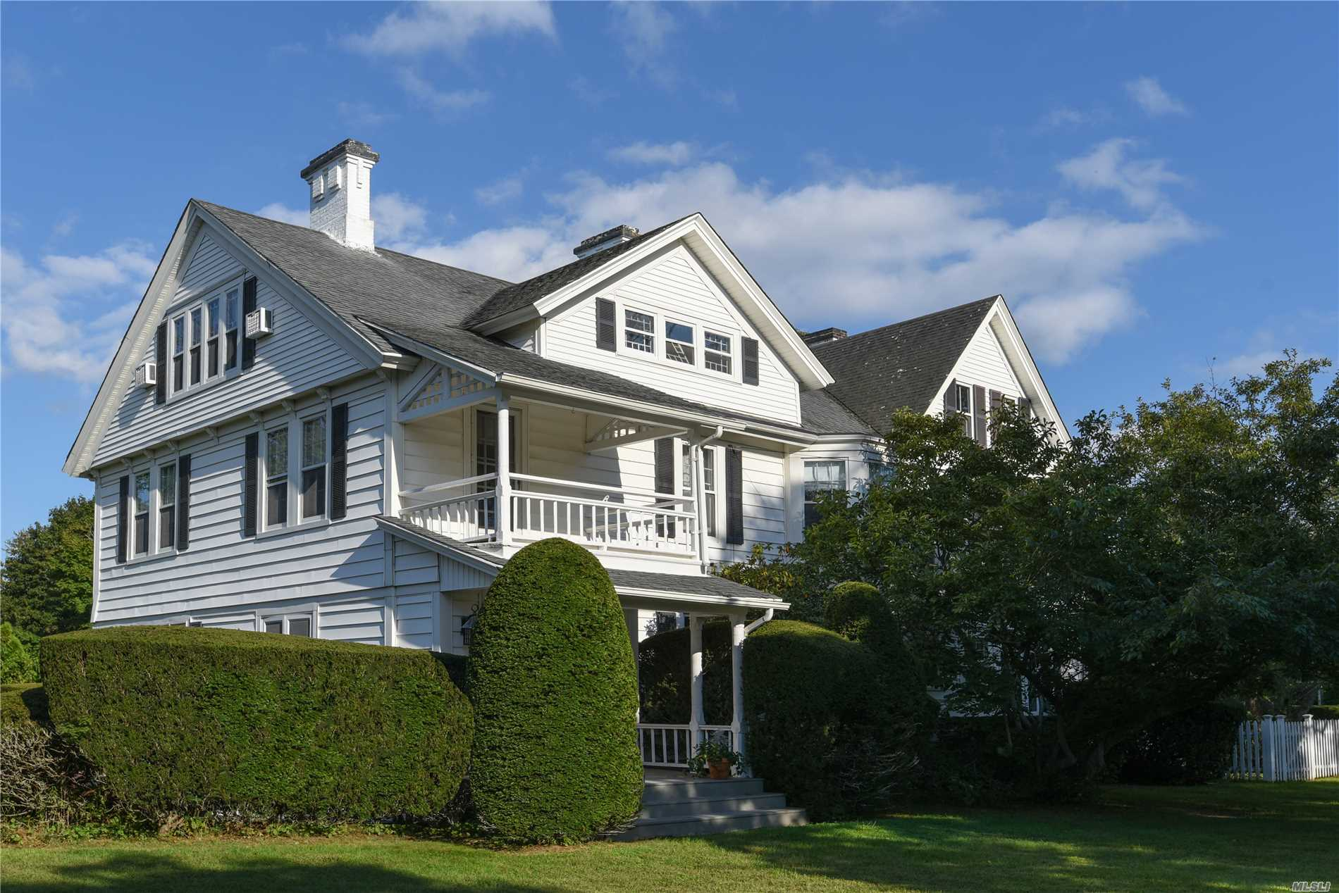 Photo of home for sale at 2 Post Ln, Quogue NY