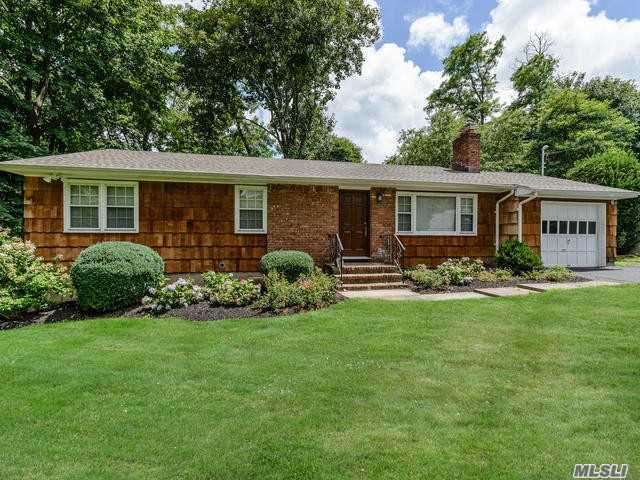 Photo of home for sale at 8A Hemlock Ave, Huntington NY