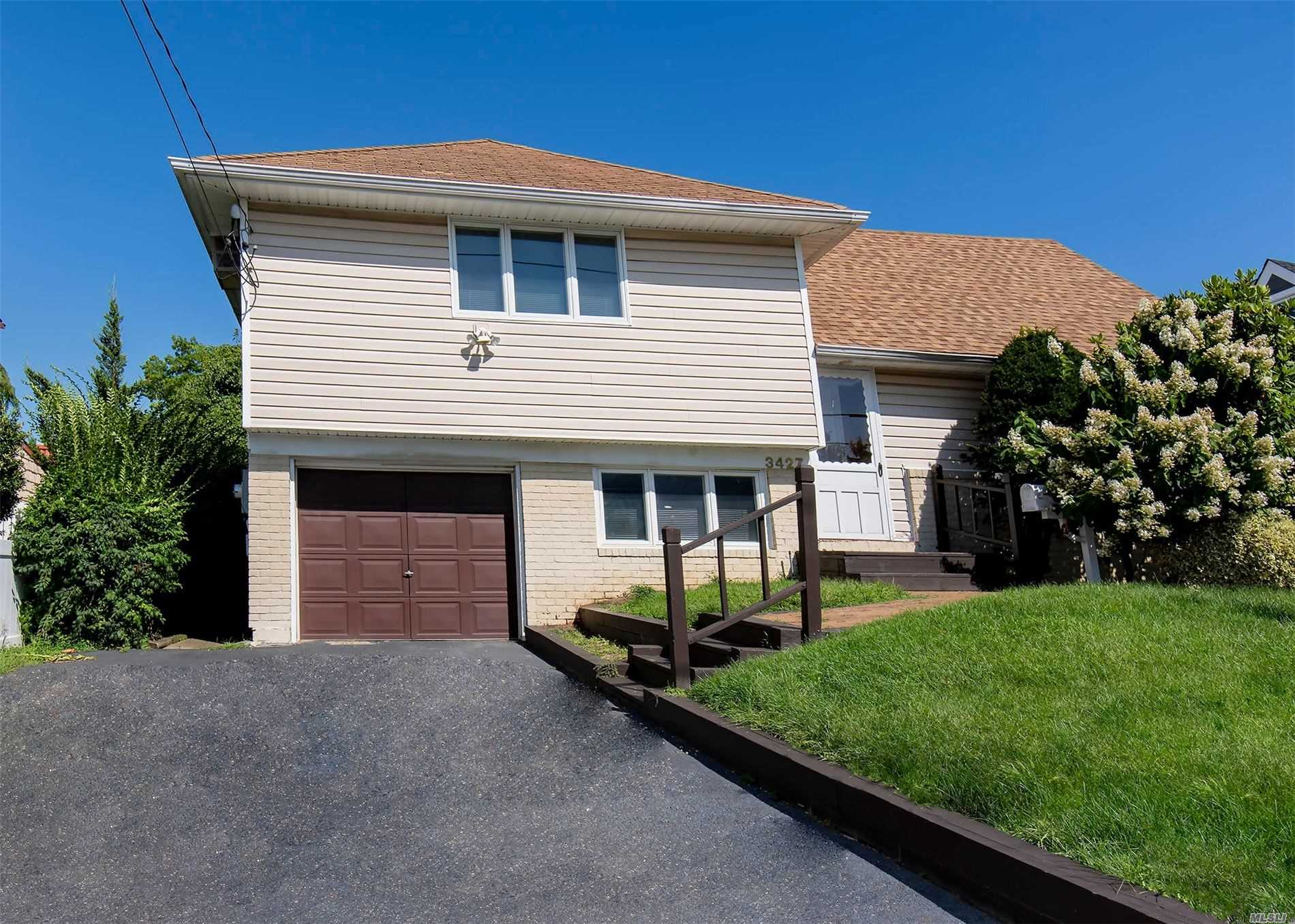 Photo of home for sale at 3427 Lawrence Ave, Oceanside NY