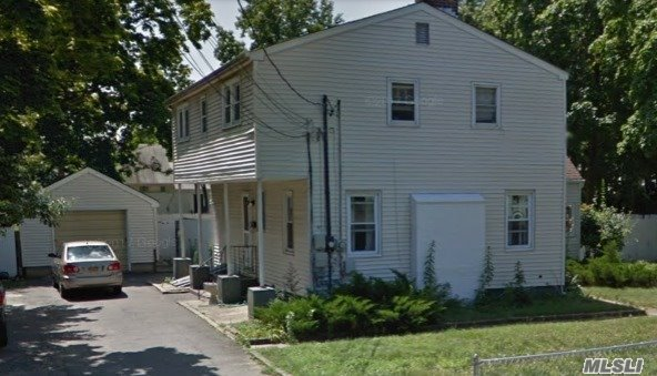 Photo of home for sale at 41 3rd Ave, Central Islip NY
