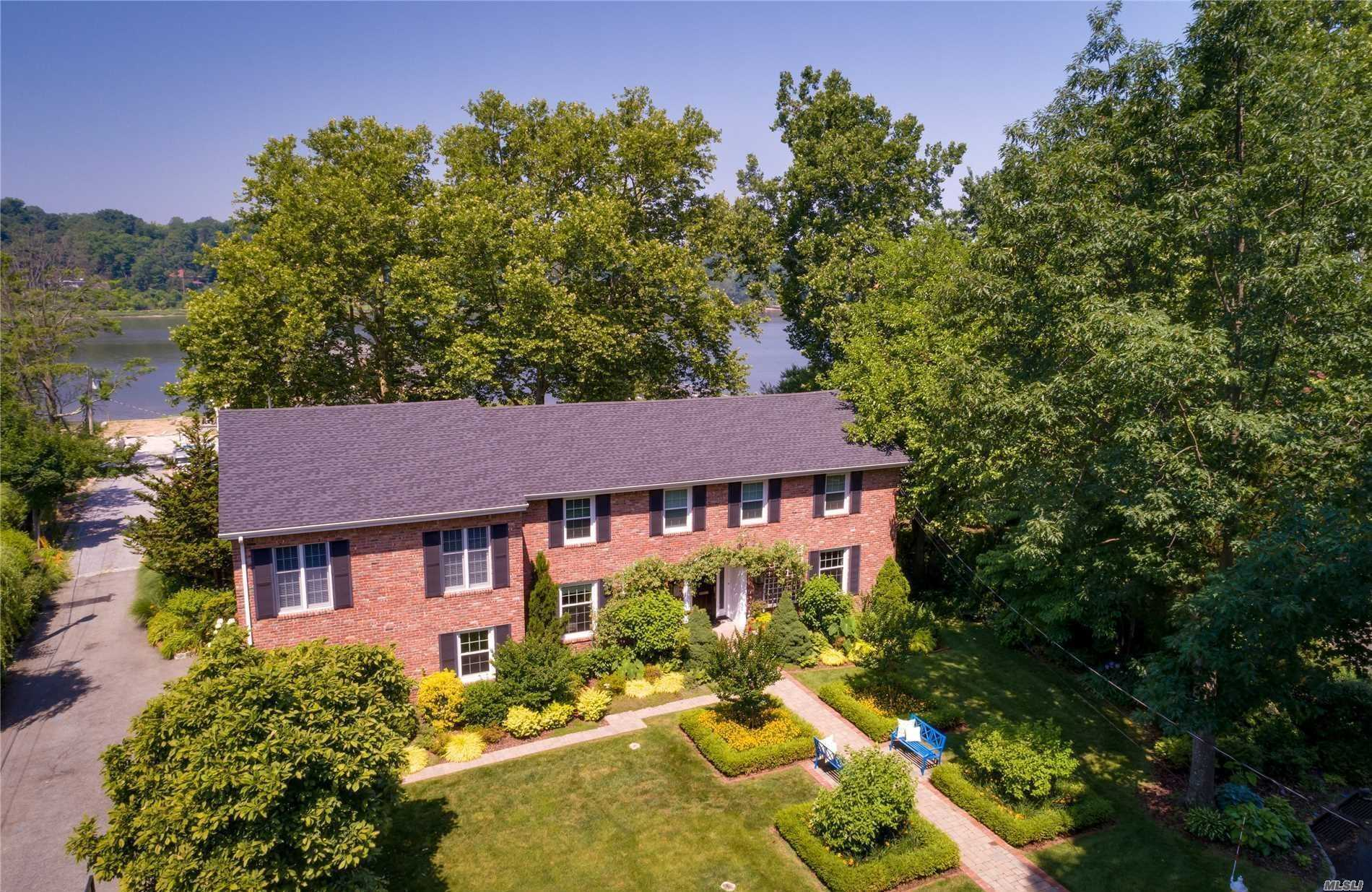 Photo of home for sale at 85 Shore Rd, Manhasset NY