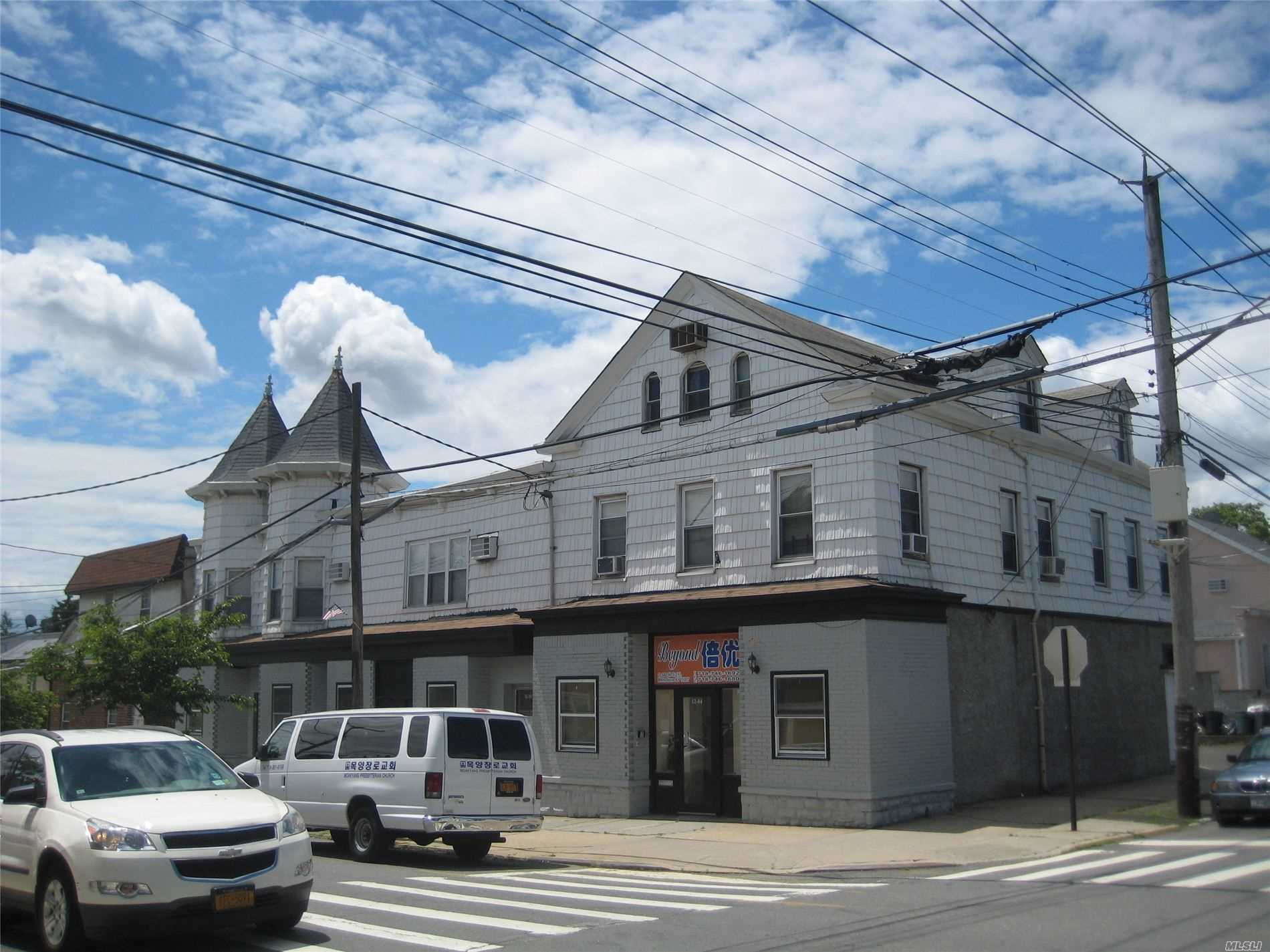 Photo of home for sale at 12-06 149 St, Whitestone NY