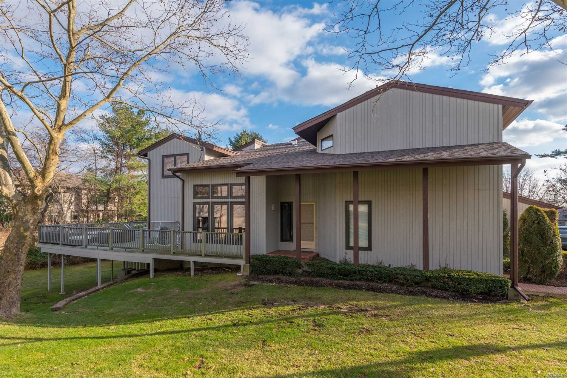 Property for sale at 81 Foxwood Dr, Jericho,  NY 11753