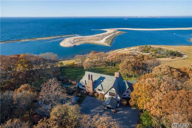 Photo of home for sale at 19 Burrma Rd, Lloyd Neck NY