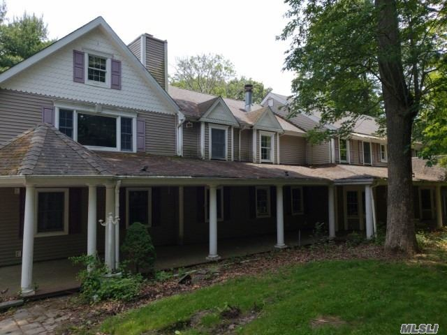 Photo of home for sale at 4 Teal Way, Nissequogue NY
