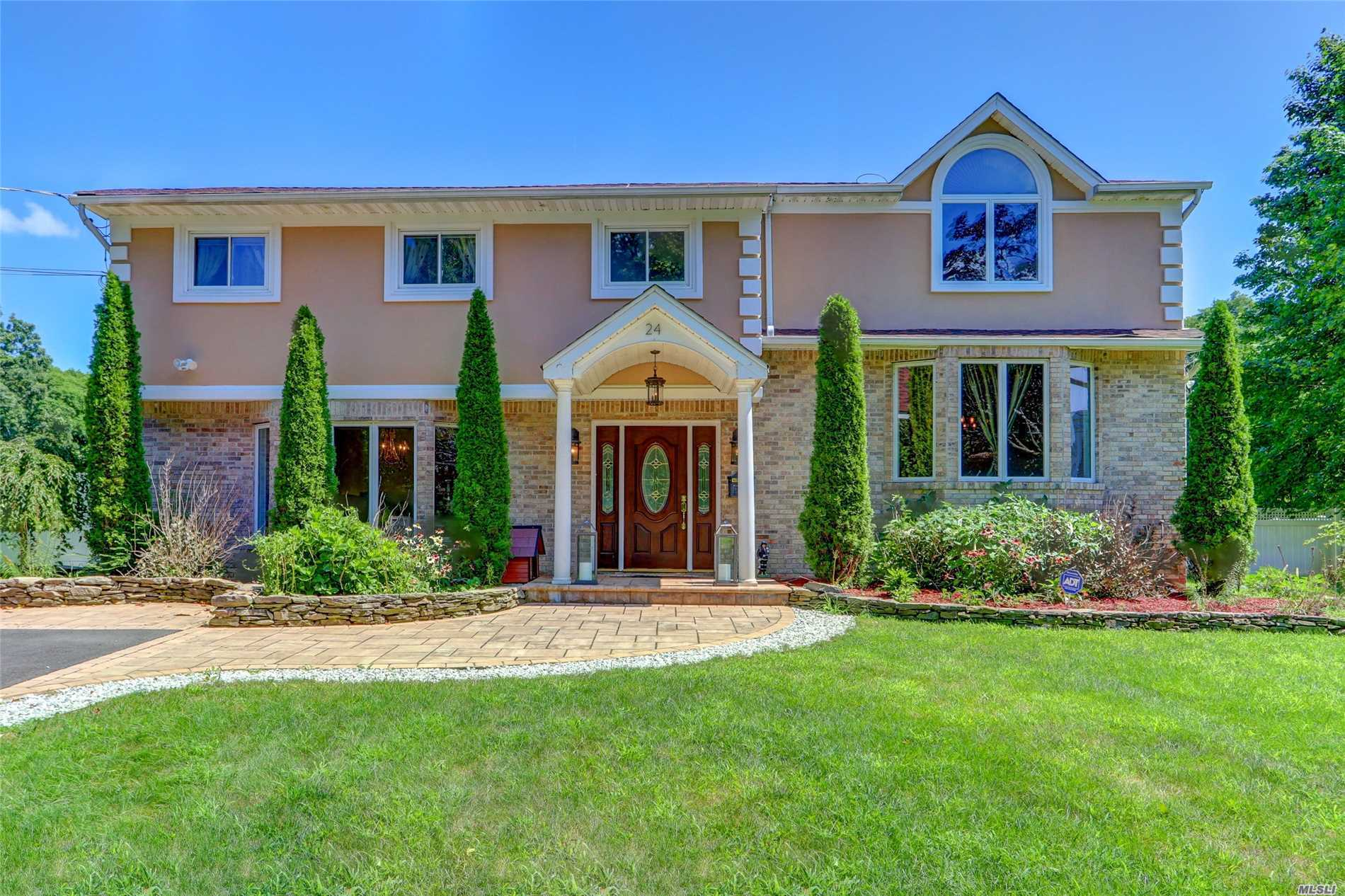 Photo of home for sale at 24 Charter Ave, Dix Hills NY
