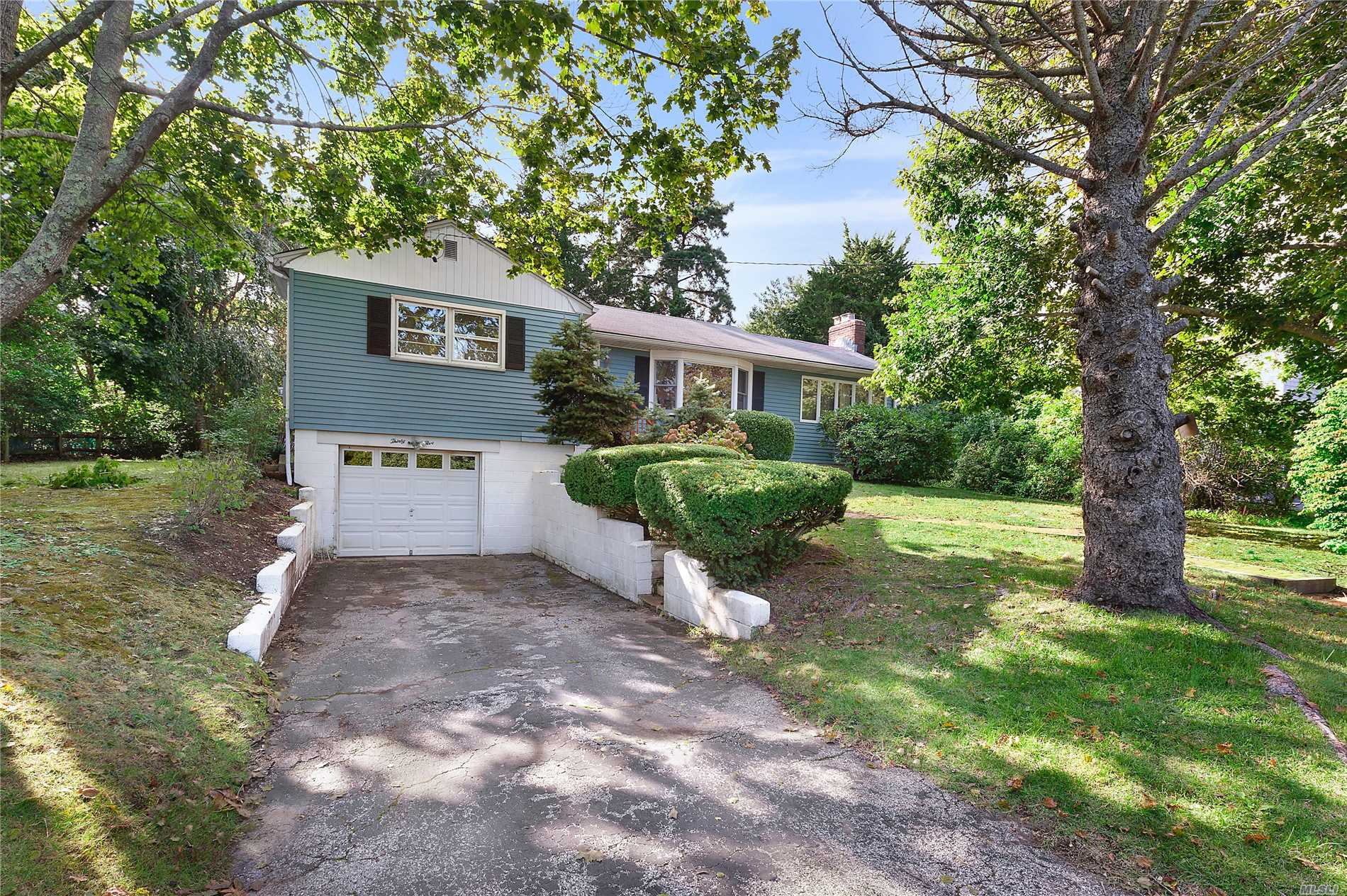 Photo of home for sale at 35 Windermere Dr, Sag Harbor NY