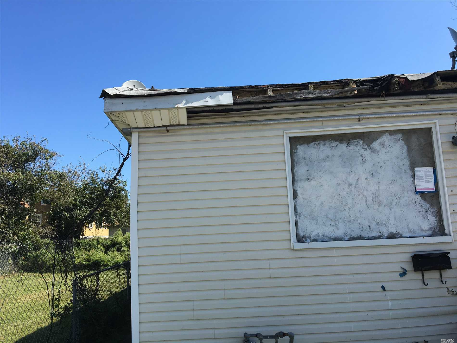 Photo of home for sale at 336 Beach 47th St, Far Rockaway NY