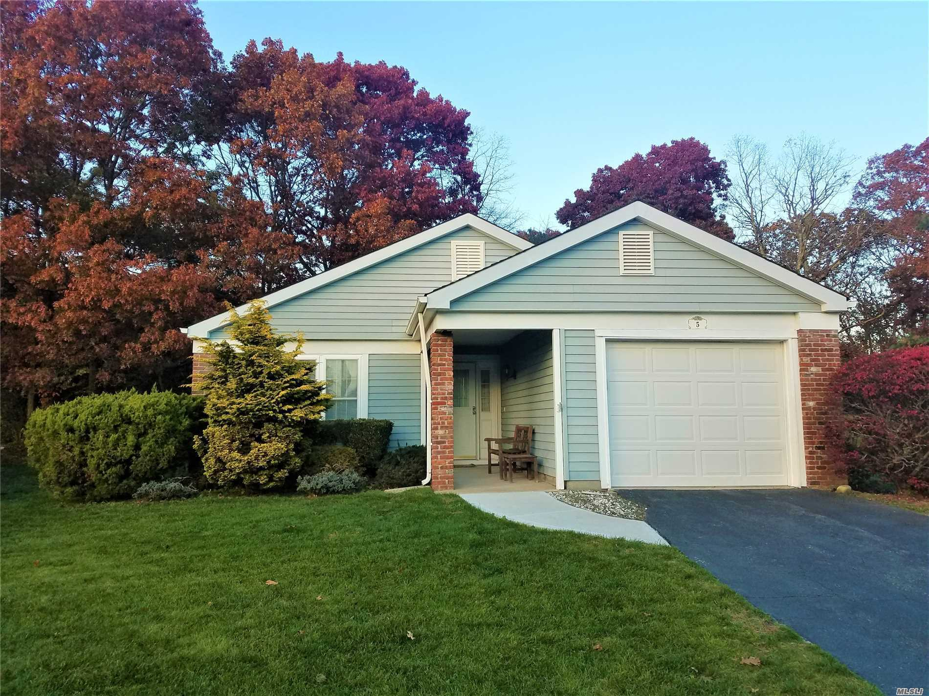 Property for sale at 5 Coventry Ct, Ridge,  NY 11961