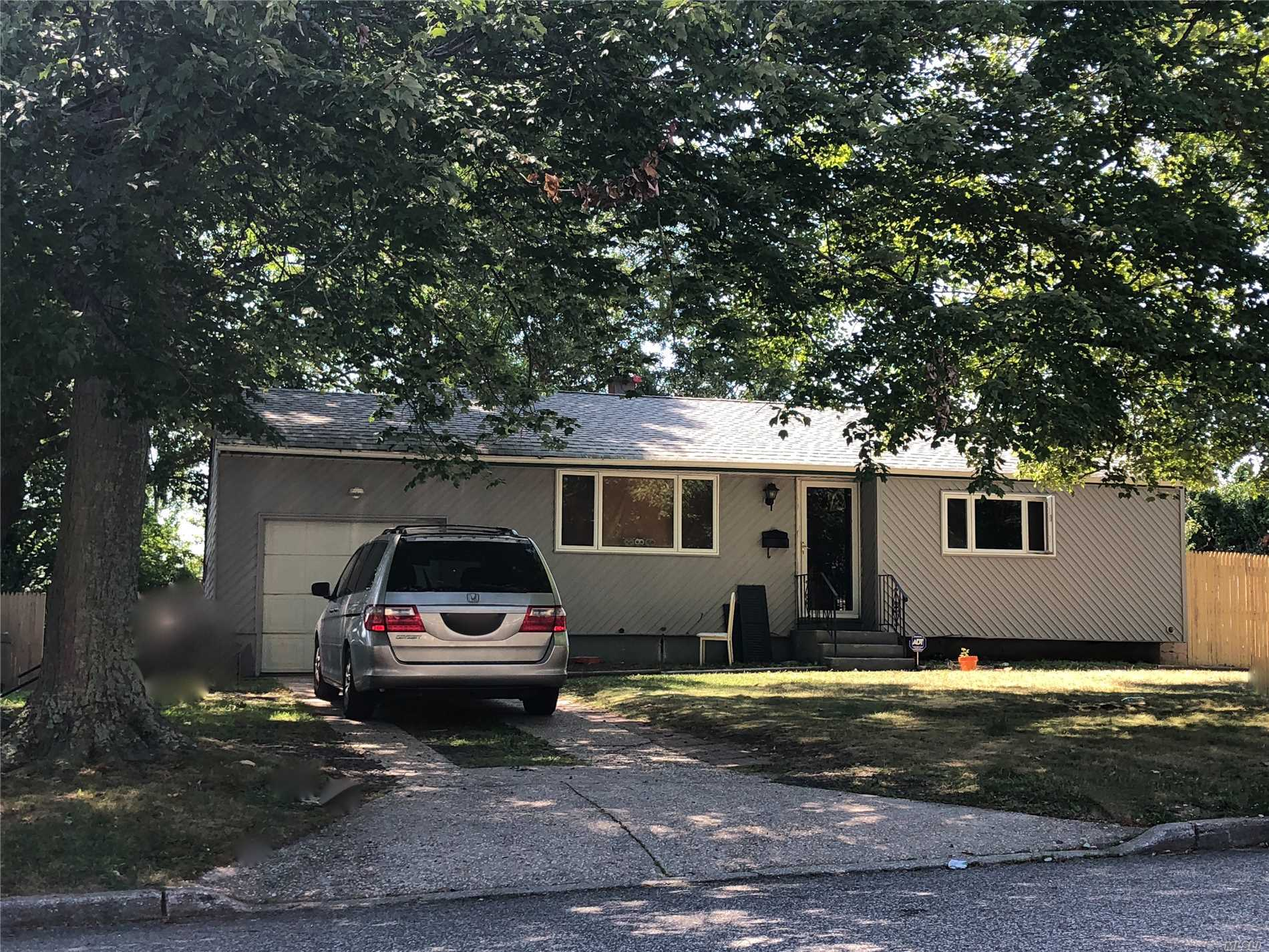 Photo of home for sale at 224 Dovecote Ln, Central Islip NY