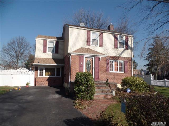 Photo of home for sale at 8 Silver St, Elmont NY