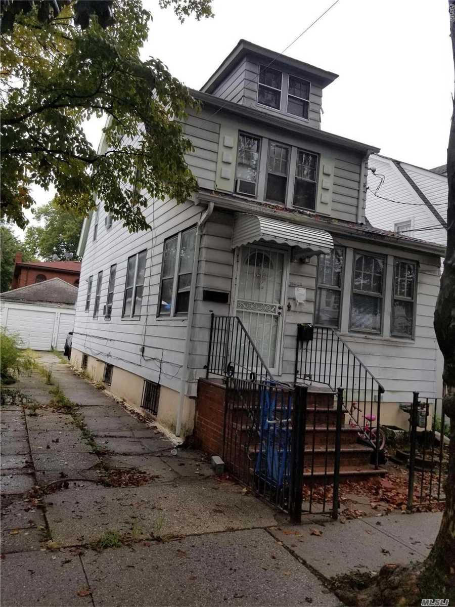 Photo of home for sale at 158-28 78th Ave, Flushing NY