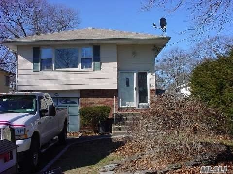Photo of home for sale at 10 Chester St, Lake Grove NY