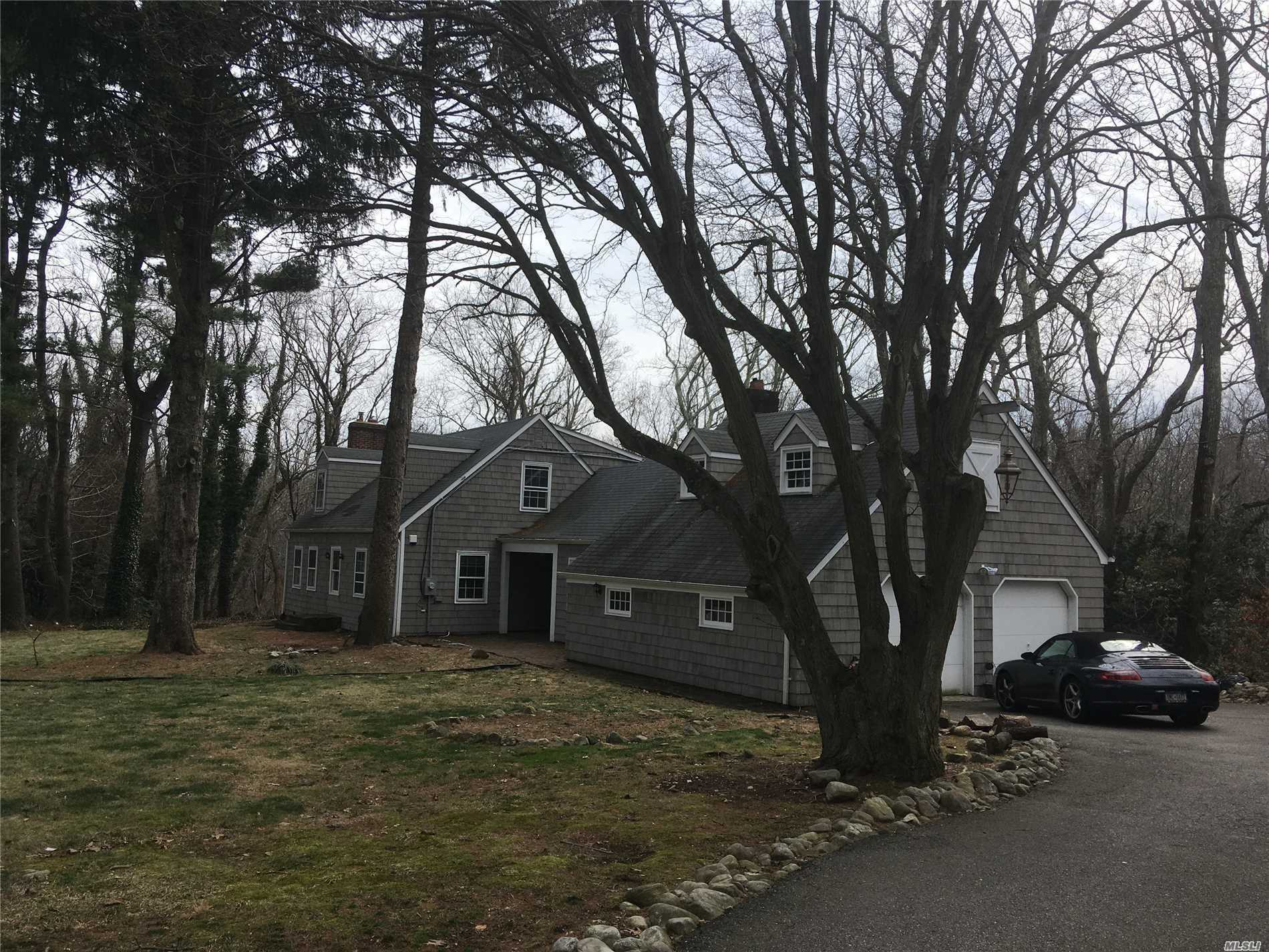 Photo of home for sale at 151 Laurel Lane, Laurel Hollow NY