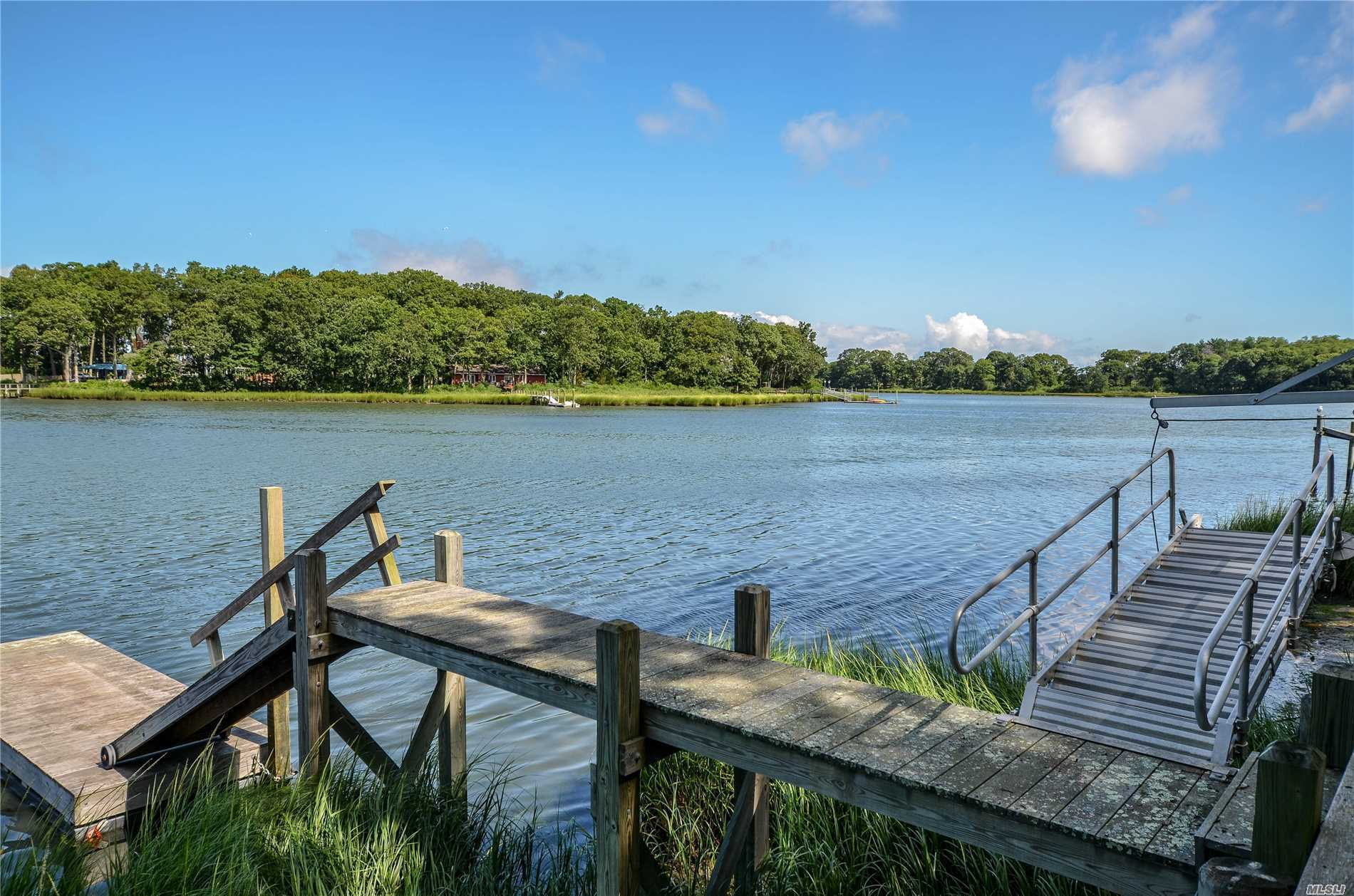 Photo of home for sale at 705 Wood Ln, Peconic NY